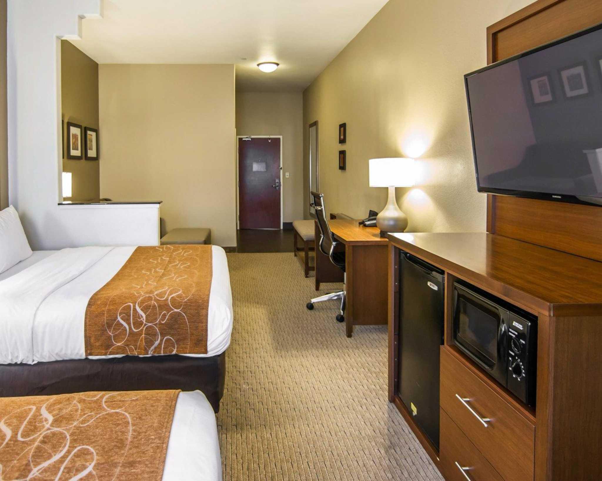 Comfort Suites Marshall image 36
