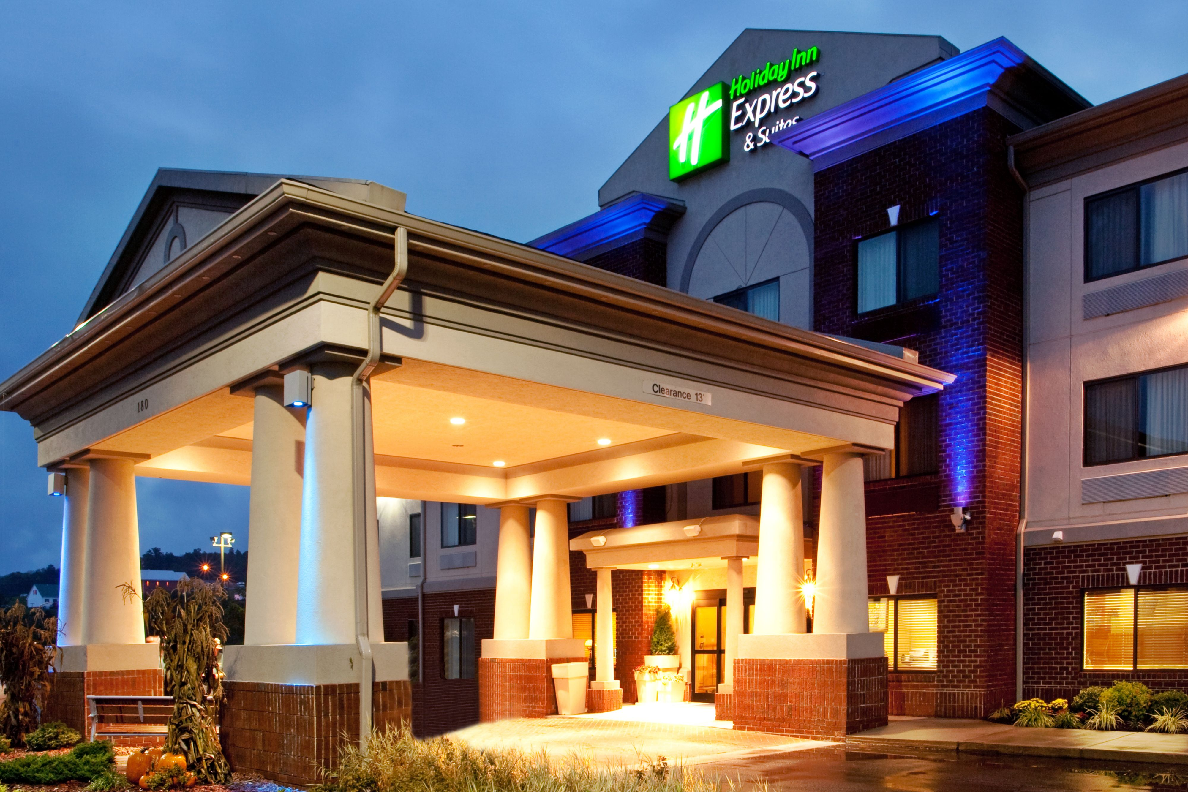 Holiday Inn Express & Suites Clarion image 0