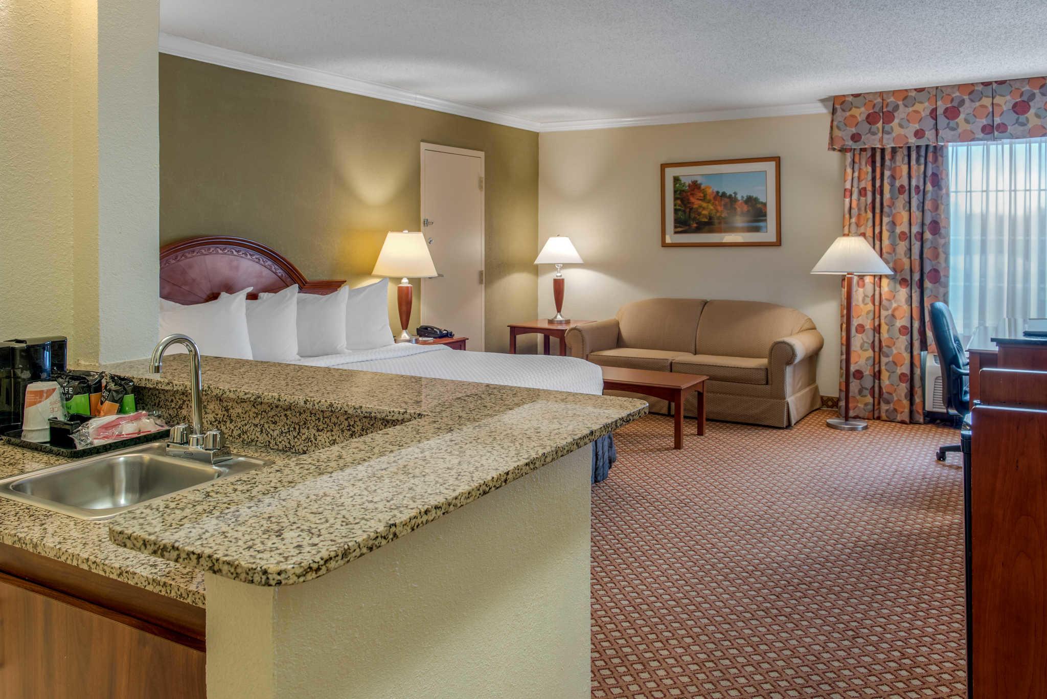 Quality Hotel - Cincinnati Blue Ash image 17