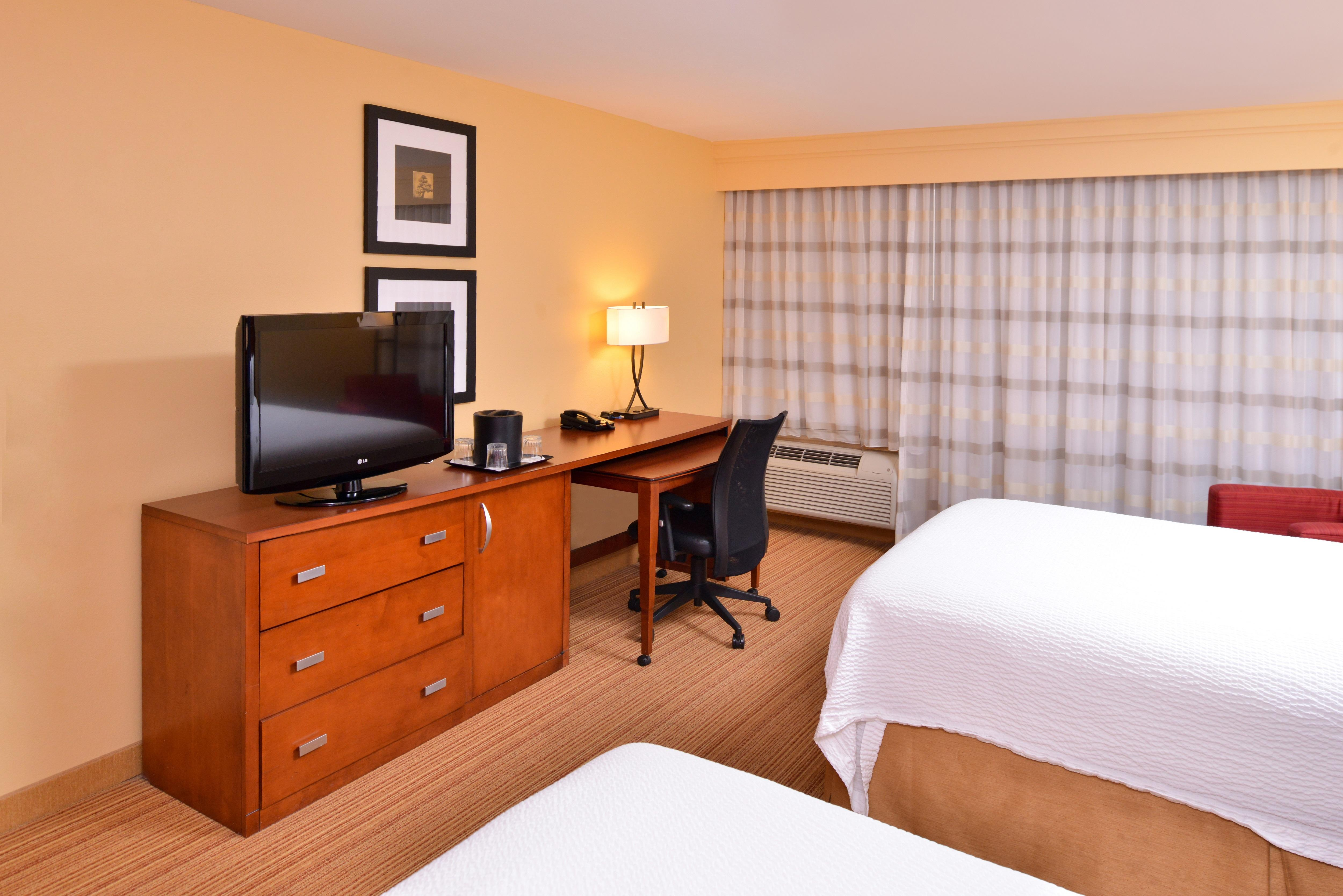 Courtyard by Marriott Tampa North/I-75 Fletcher image 4