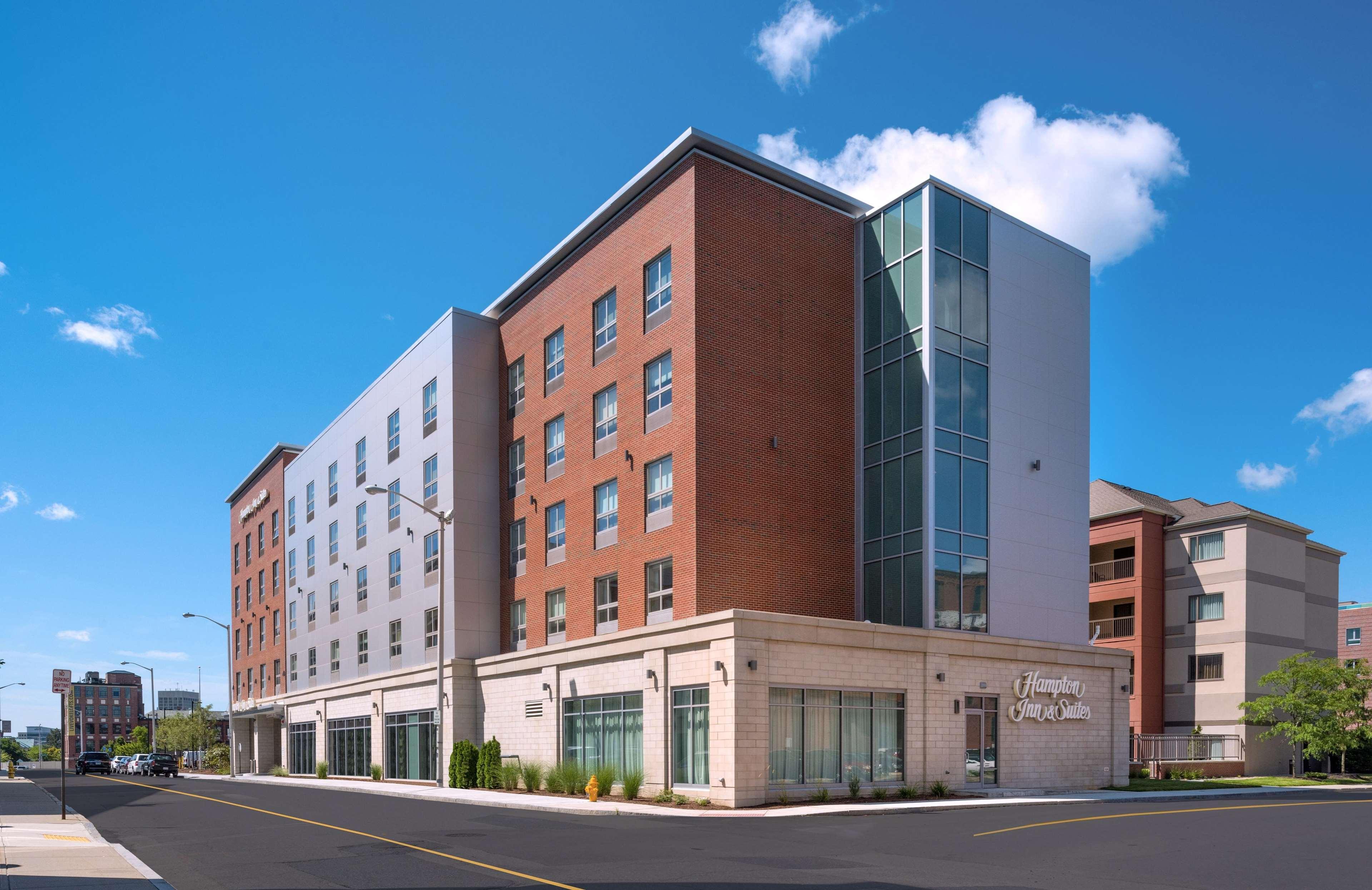Hampton Inn & Suites Worcester image 43