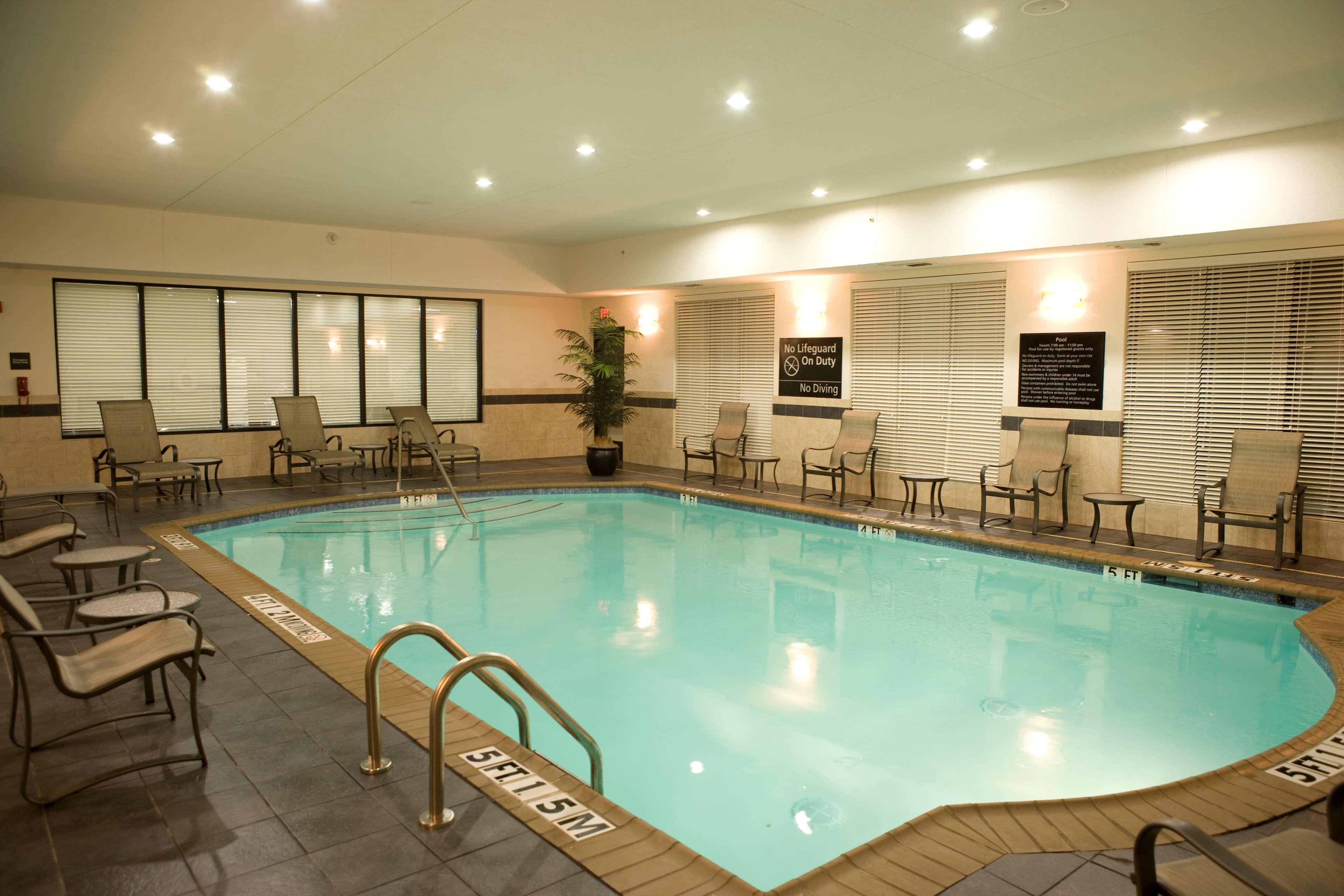 Hampton Inn & Suites Mount Pleasant image 9