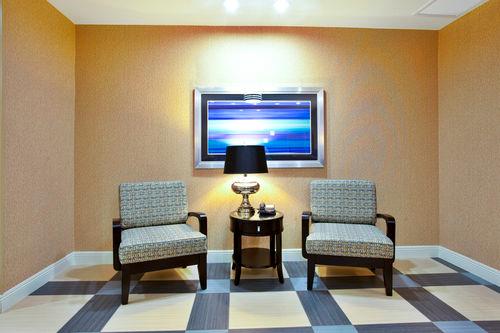 Holiday Inn Express & Suites Baton Rouge -Port Allen image 2