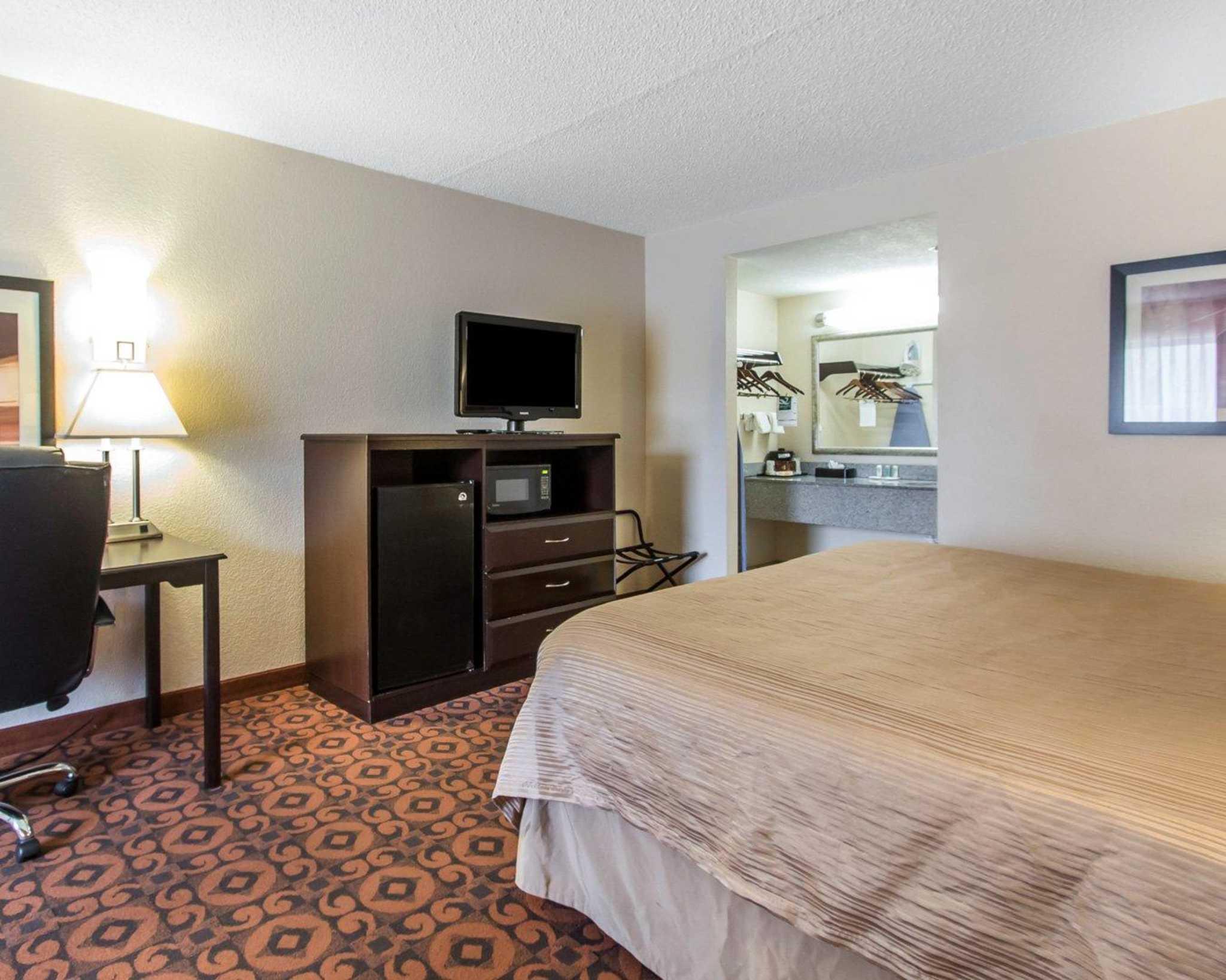 Quality Inn & Suites Fairgrounds West image 8