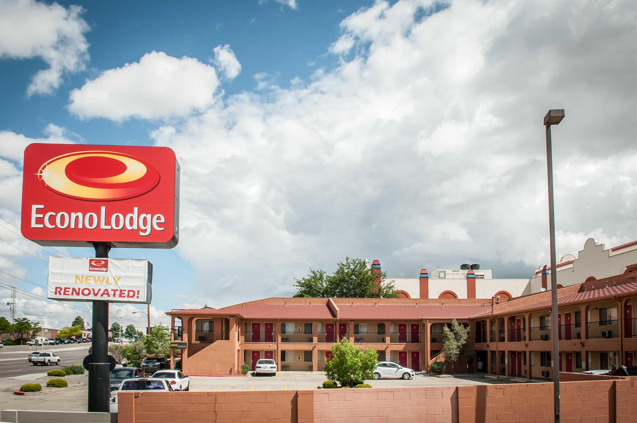 Econo Lodge Midtown image 3