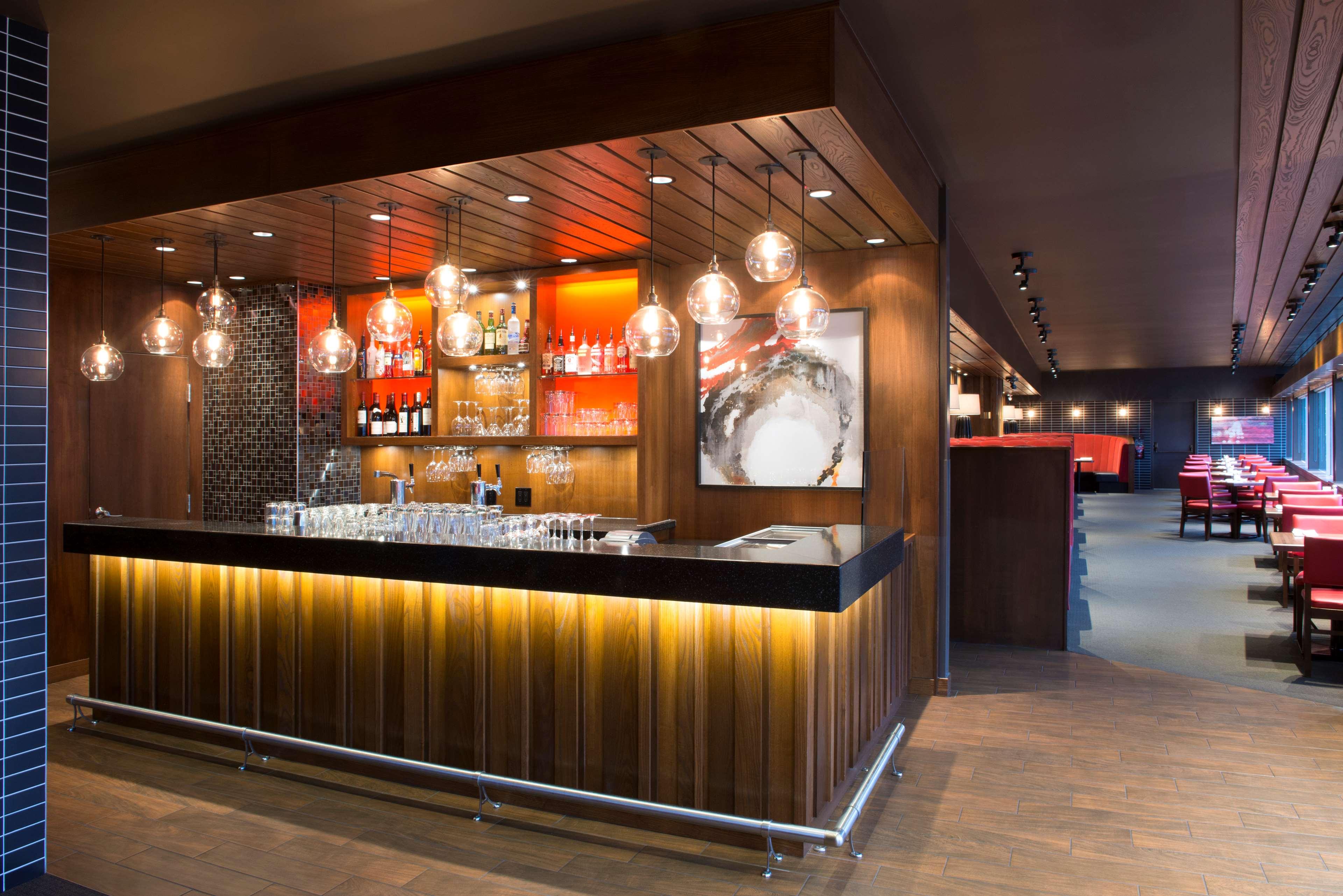 Sheraton Cavalier Saskatoon Hotel in Saskatoon: Scarlet Restaurant Interior