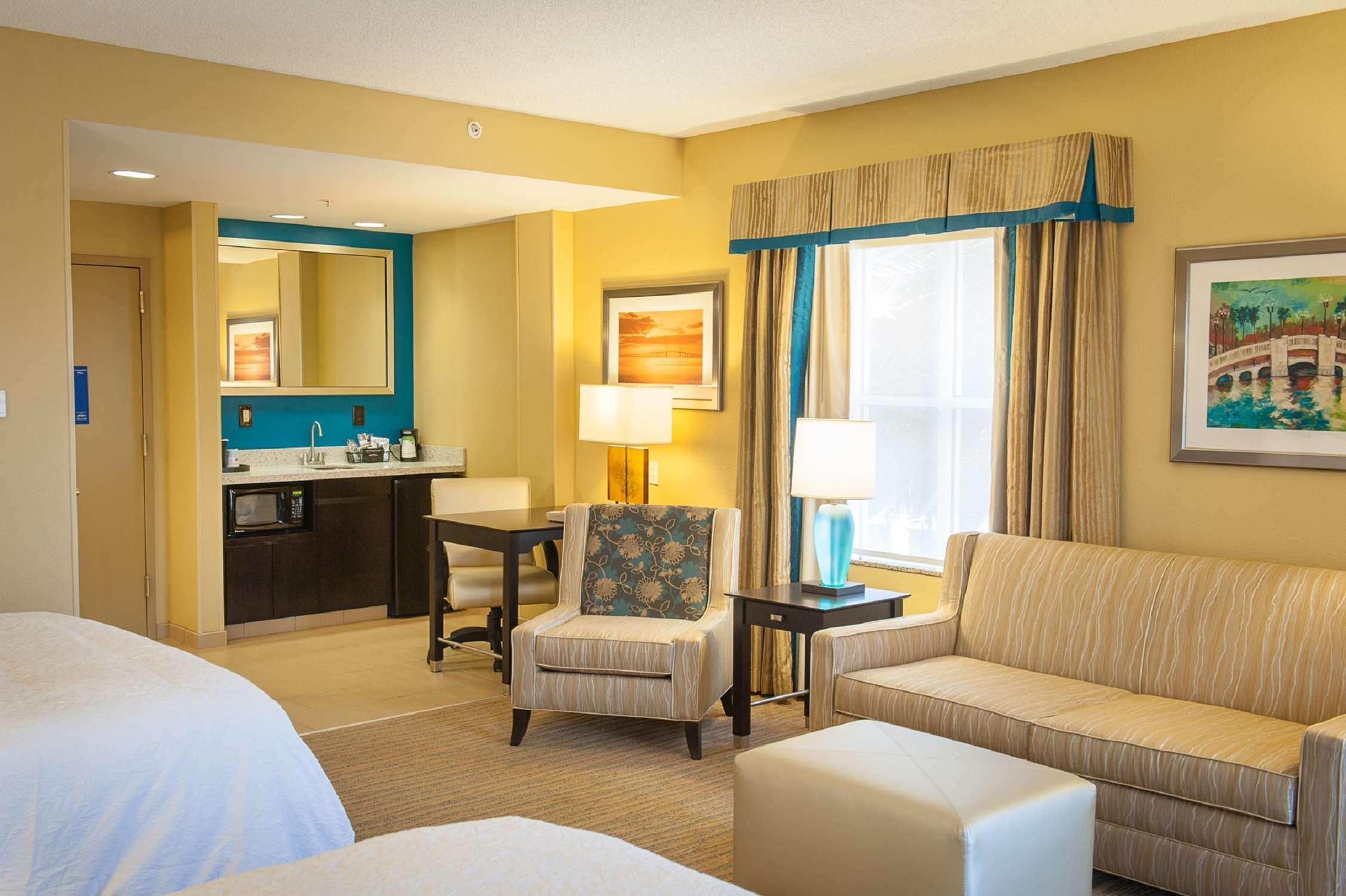 Hampton Inn & Suites St. Petersburg/Downtown image 9