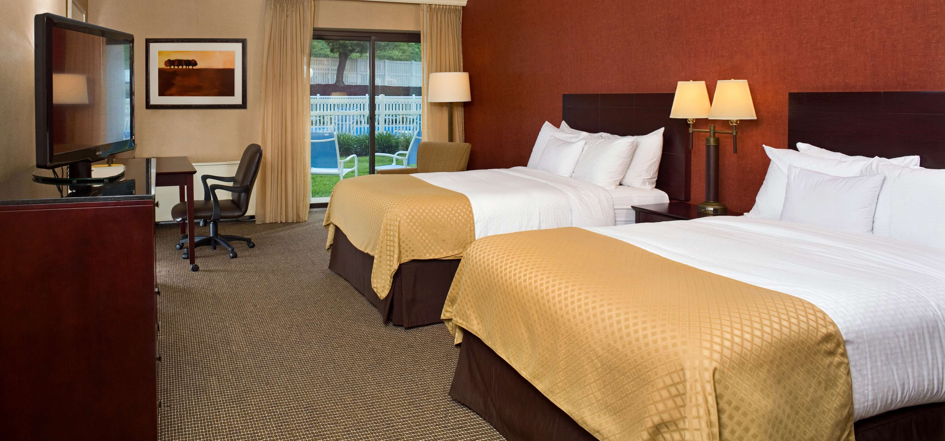 DoubleTree by Hilton Hotel Pittsburgh - Meadow Lands image 12