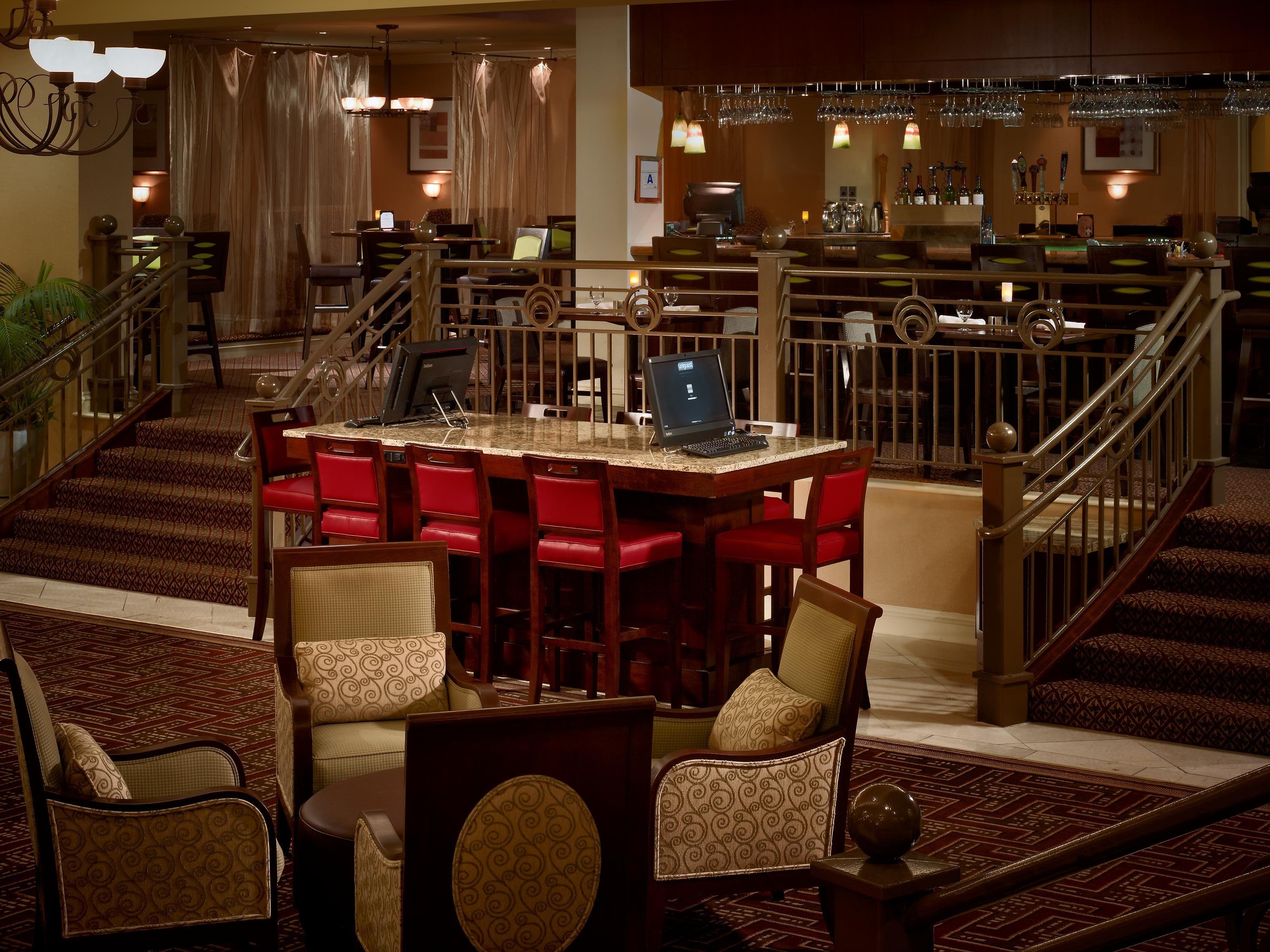 Местоположение отеля doubletree by hilton columbia, sc в городе колумбия находится рядом с аэропортом