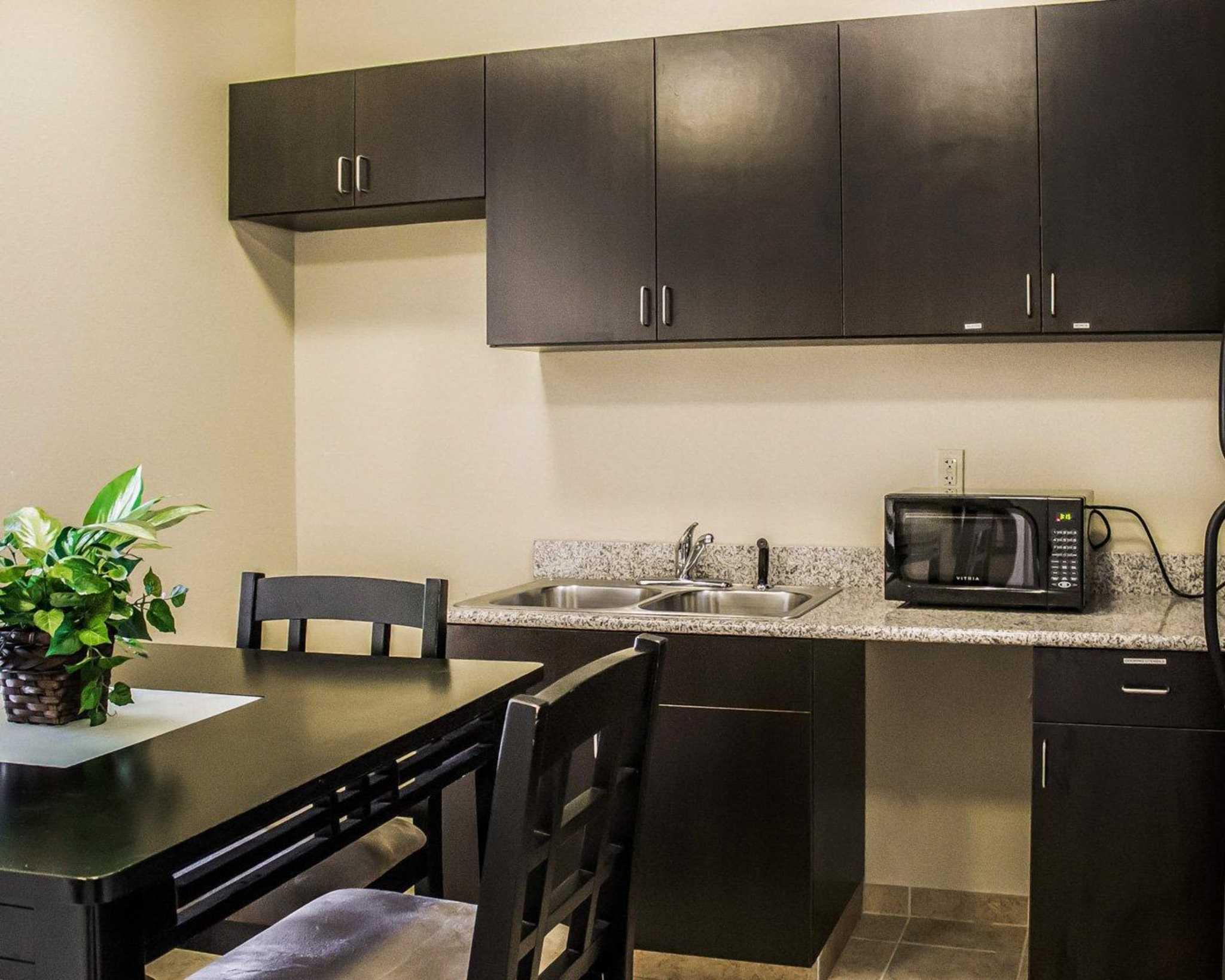 Comfort Suites East Broad at 270 image 20