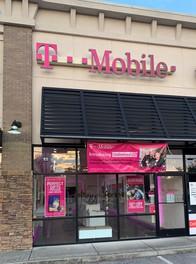Exterior photo of T-Mobile Store at Gunbarrel Rd & Igou Gap Rd, Chattanooga, TN