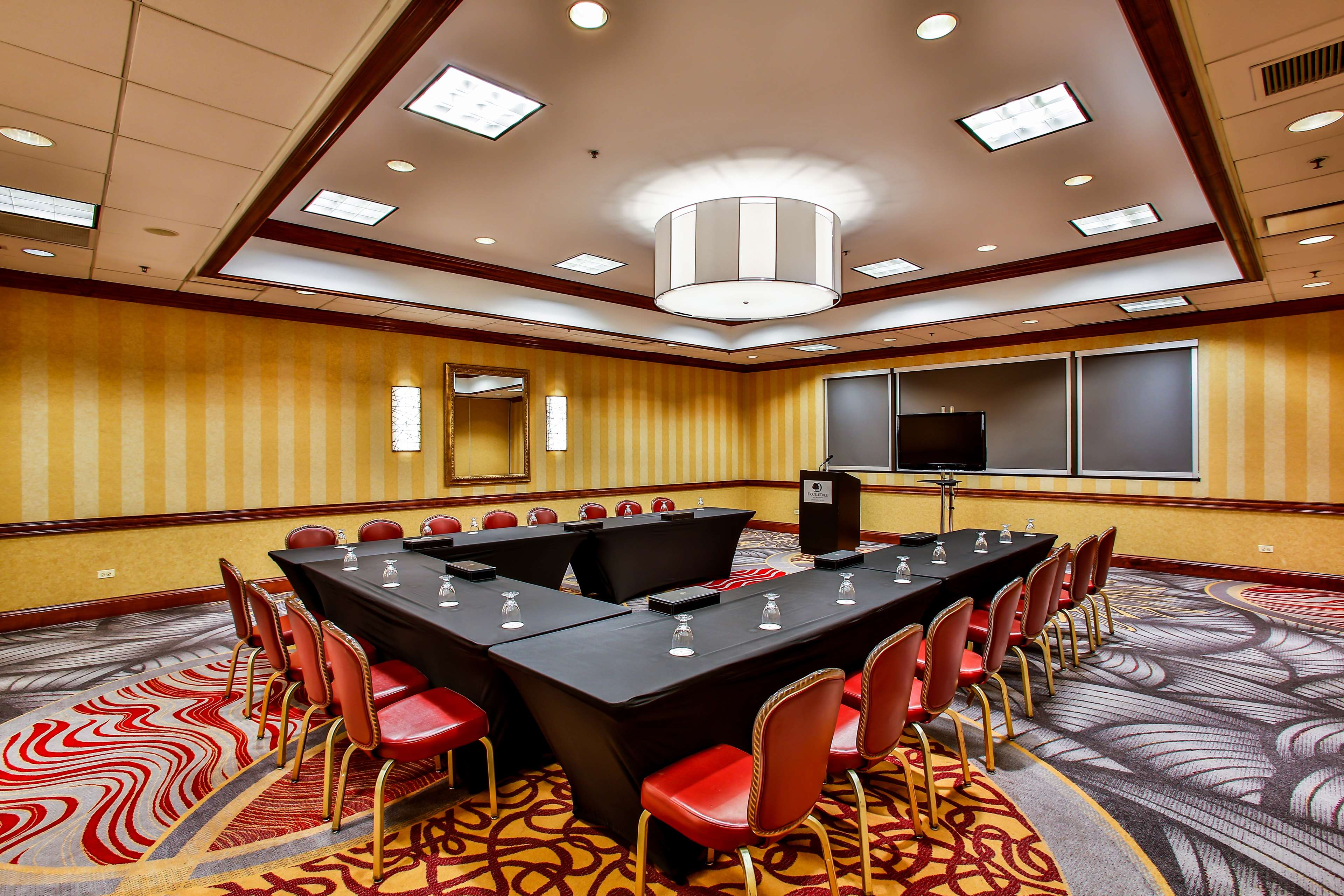 DoubleTree by Hilton Hotel Chicago - Alsip image 21