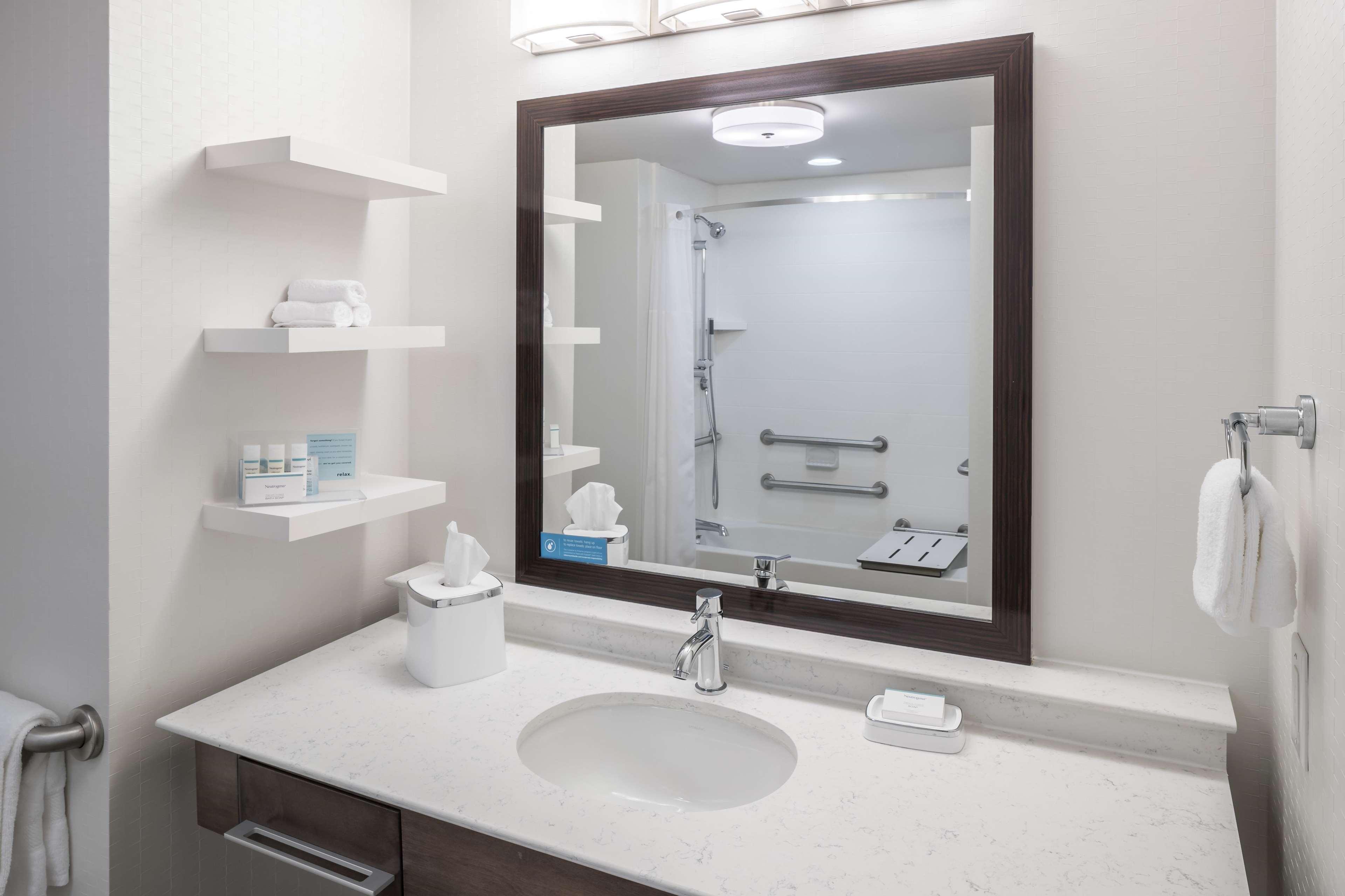 Hampton Inn & Suites by Hilton Atlanta Perimeter Dunwoody image 21