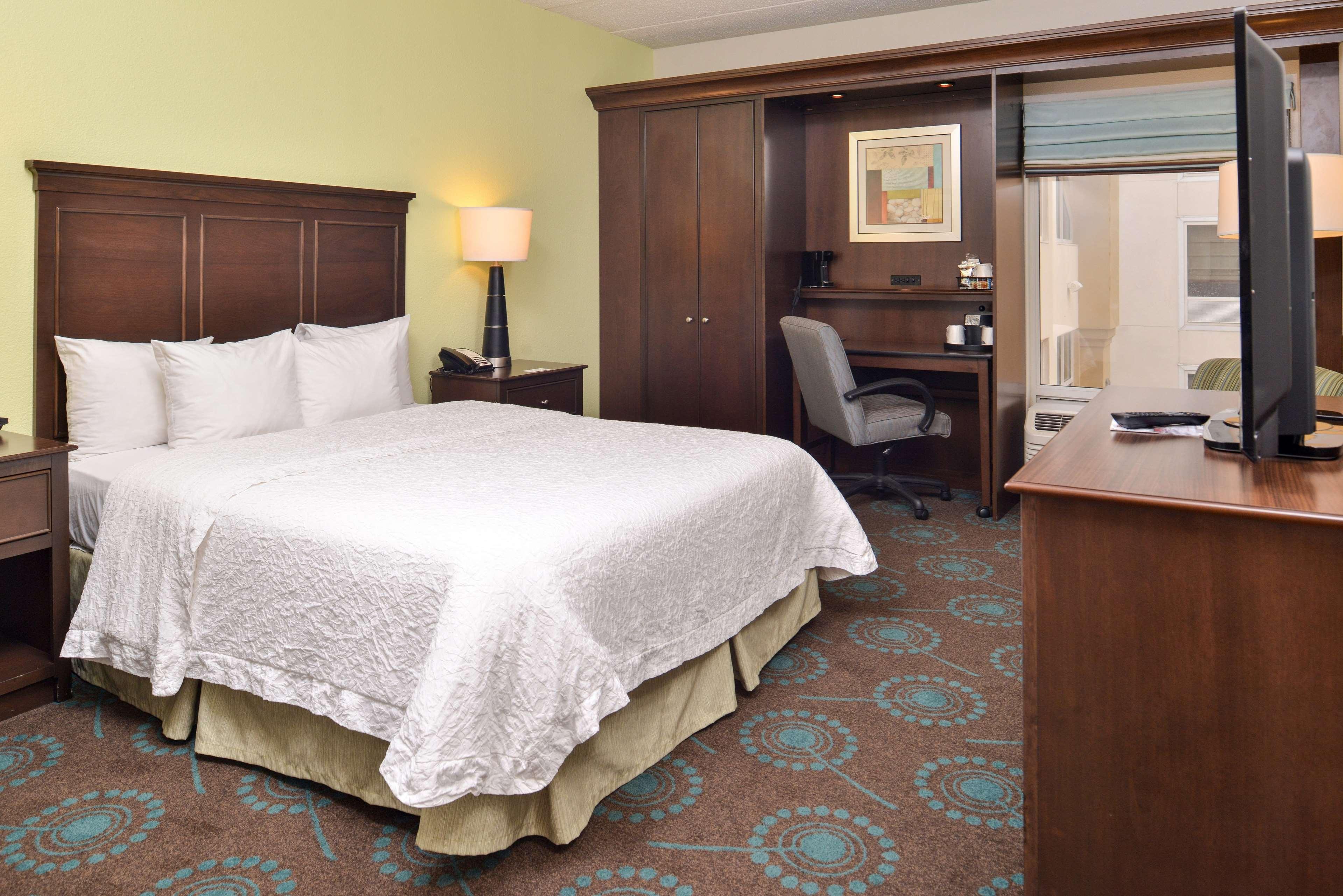 Hampton Inn & Suites Newport News (Oyster Point) image 38