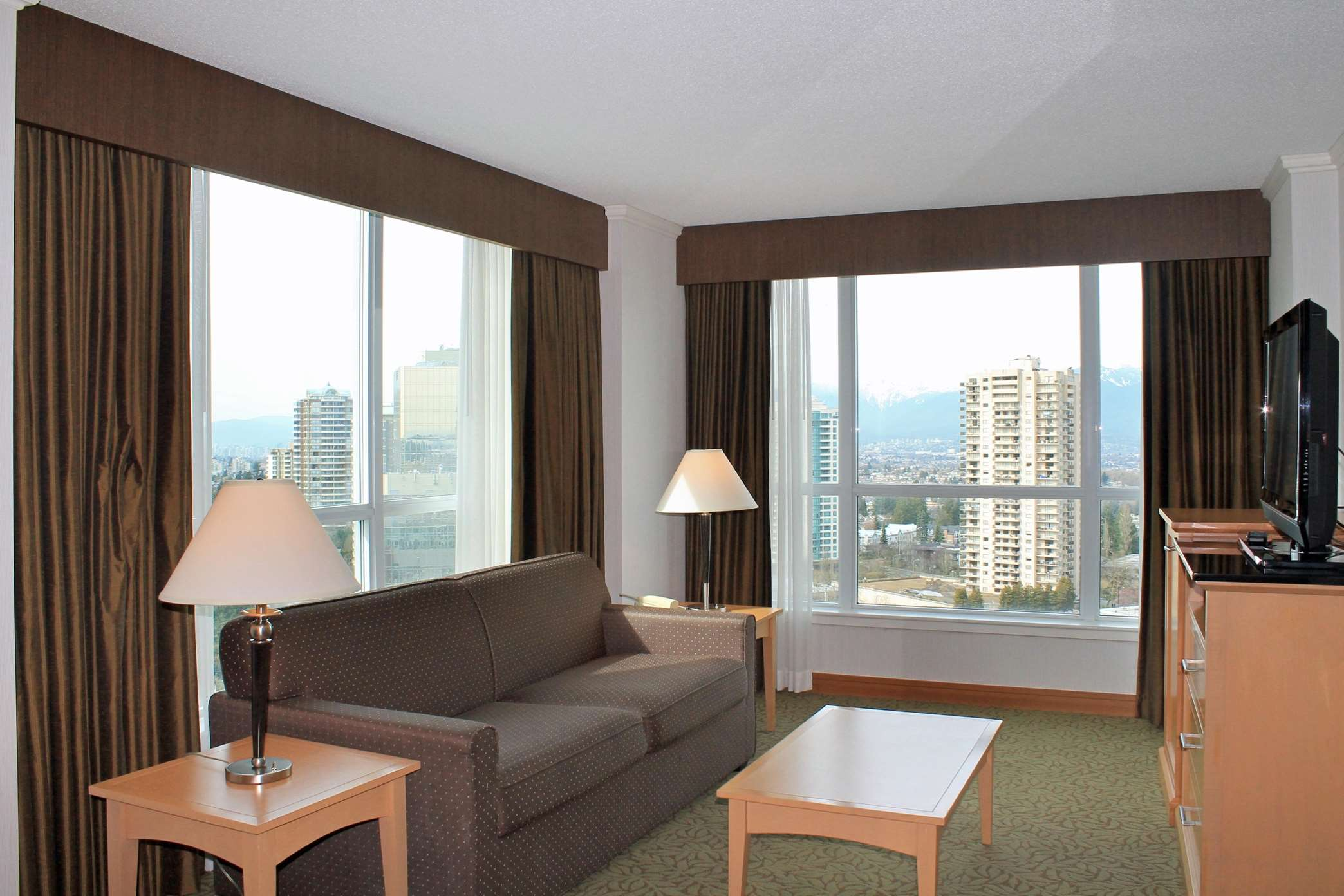 Hilton Vancouver Metrotown in Burnaby: 1 King Deluxe Suite with View