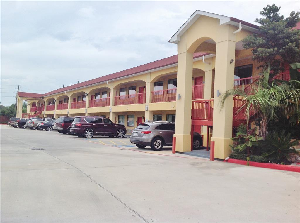 Americas Best Value Inn & Suites - Houston/Tomball Parkway image 3