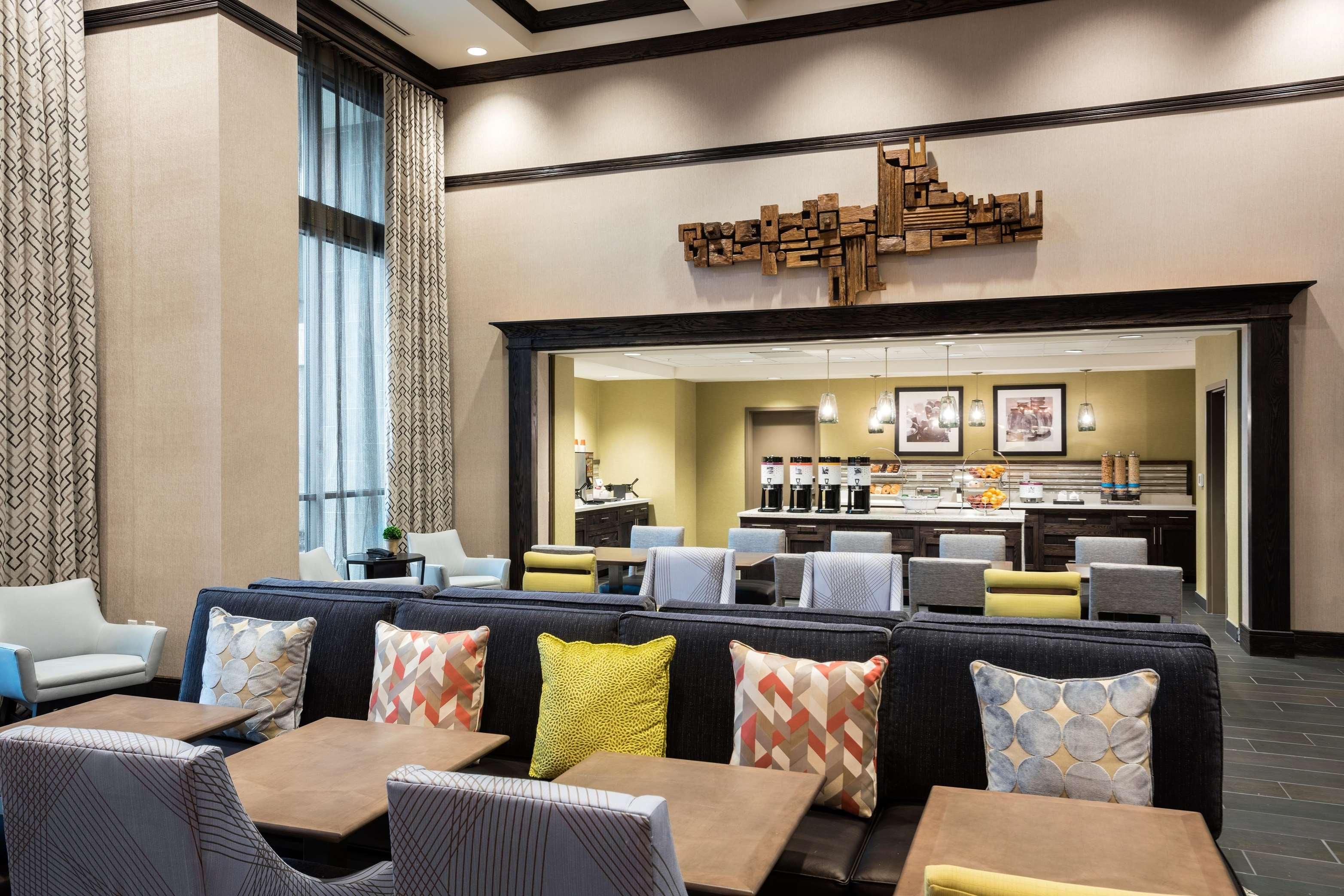 Hampton Inn & Suites Napa image 9