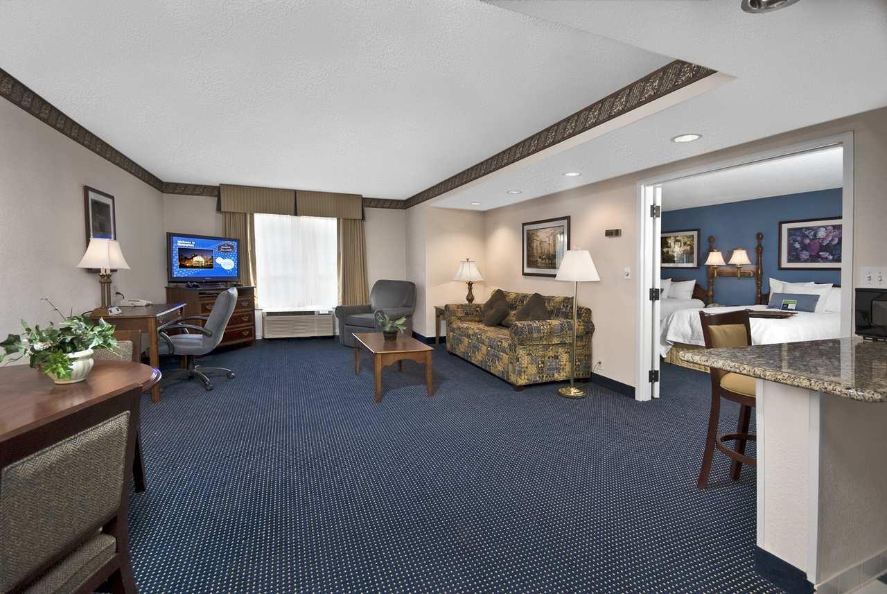 Hampton Inn & Suites Raleigh/Cary I-40 (PNC Arena) image 30