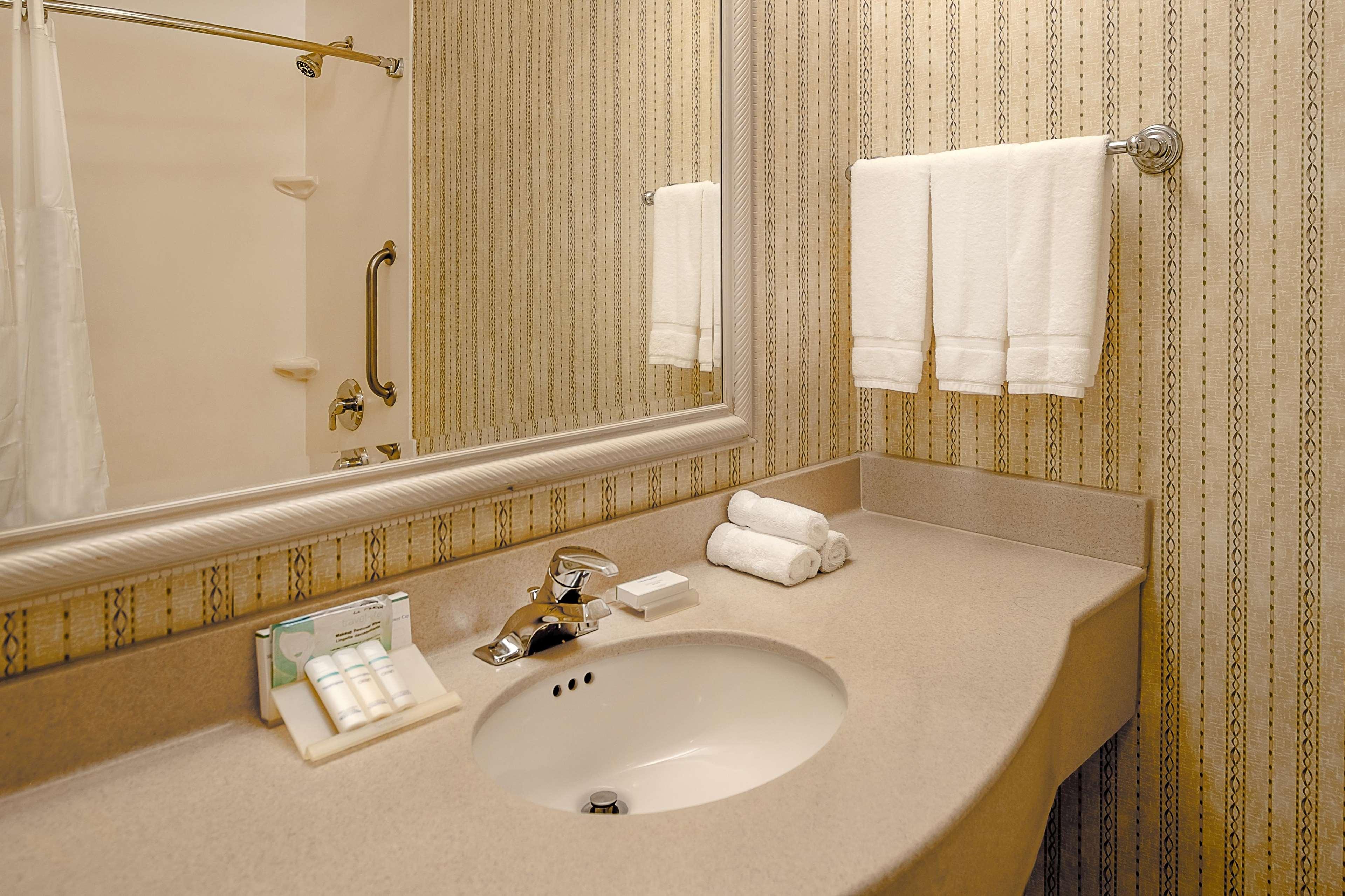 Hilton Garden Inn St. Louis/Chesterfield 16631 Chesterfield Grove Rd ...
