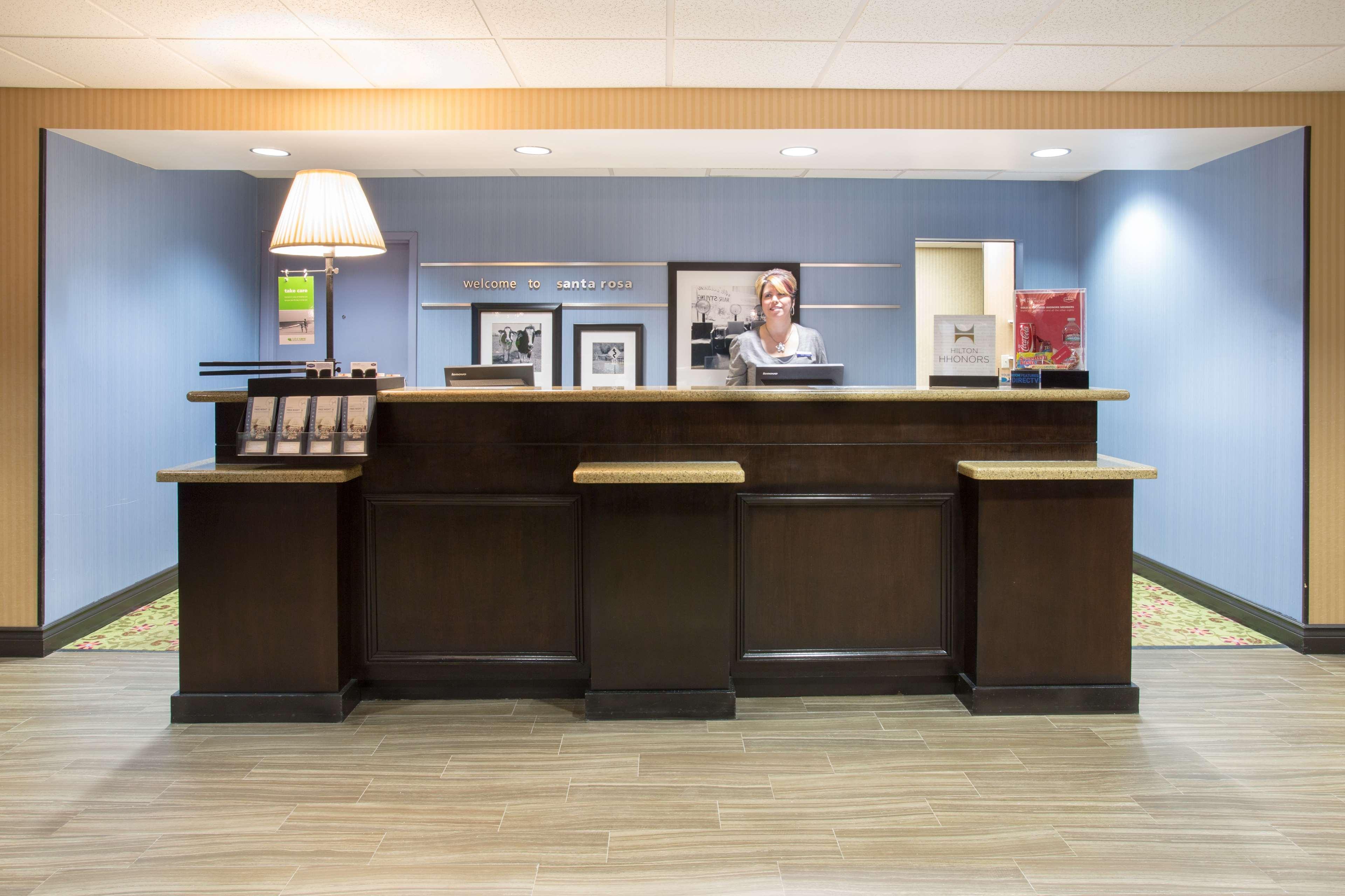 Hampton Inn Santa Rosa image 3