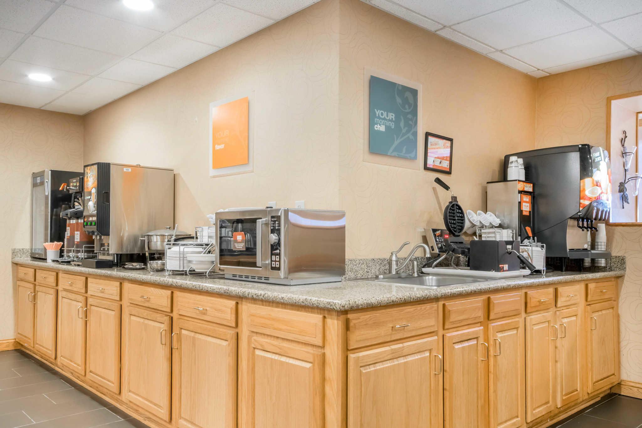 Comfort Suites Airport image 21