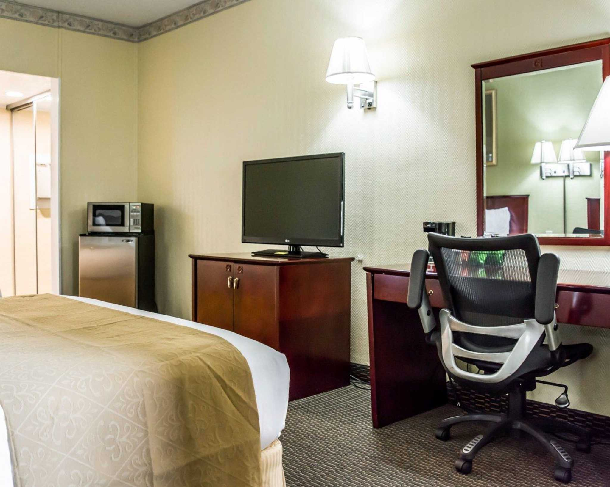 Quality Inn Airport - Cruise Port image 8