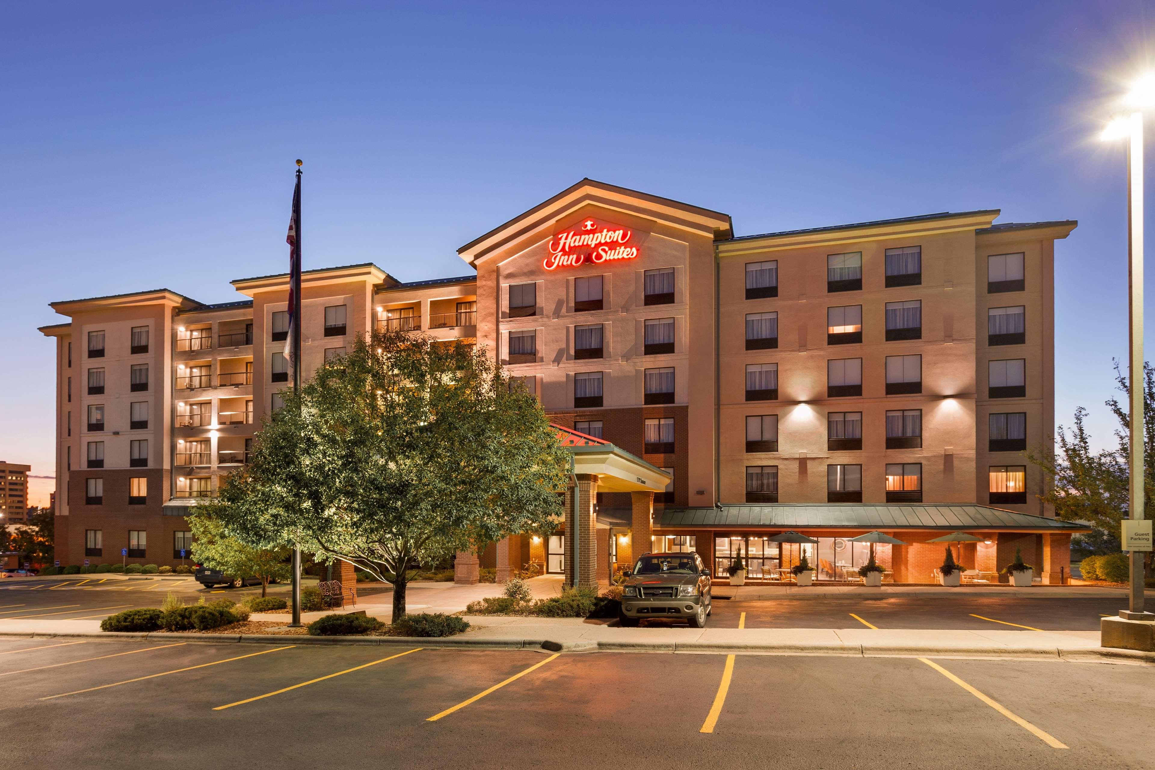 Hampton Inn & Suites Denver-Cherry Creek image 1