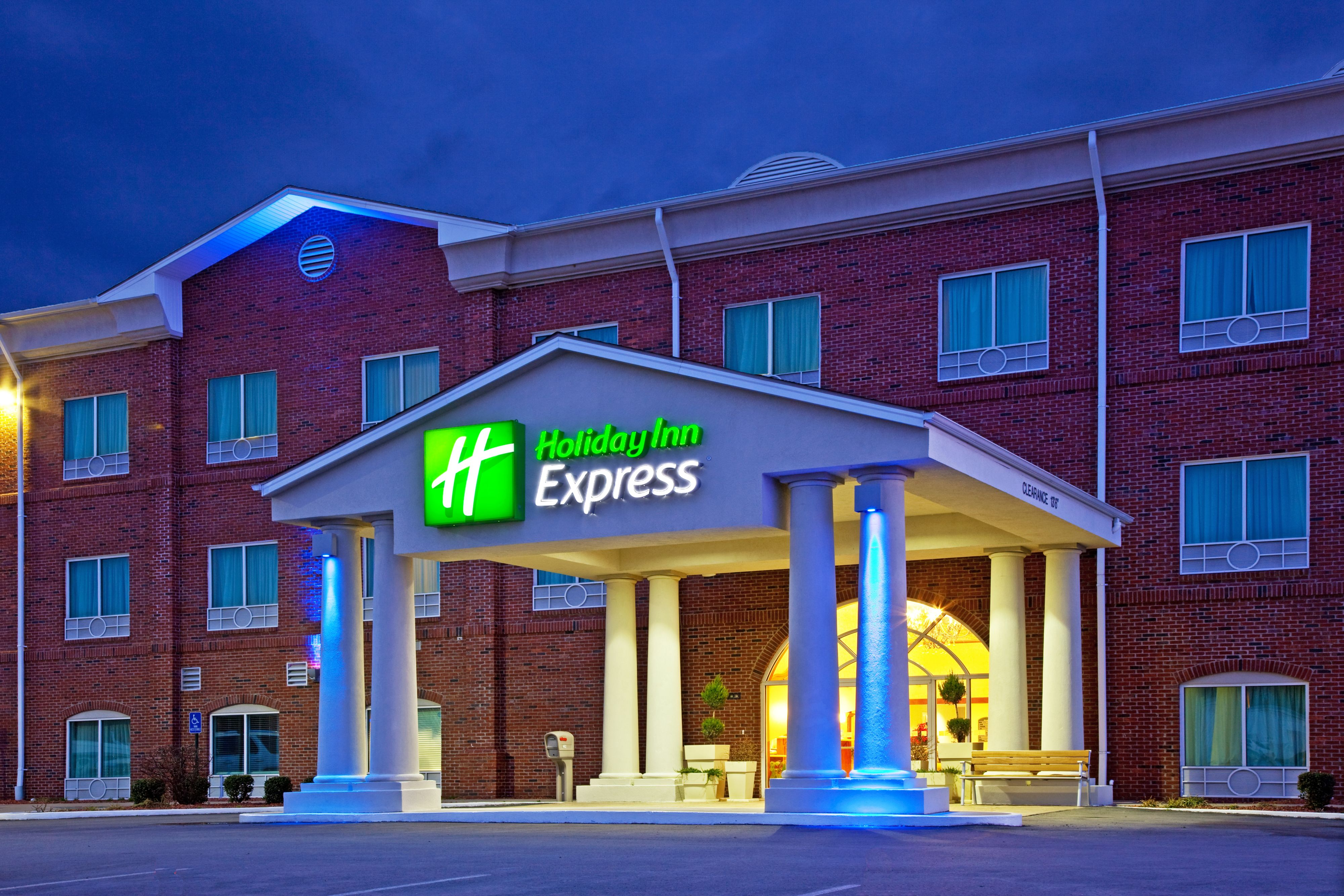 Holiday Inn Express & Suites Camden image 5
