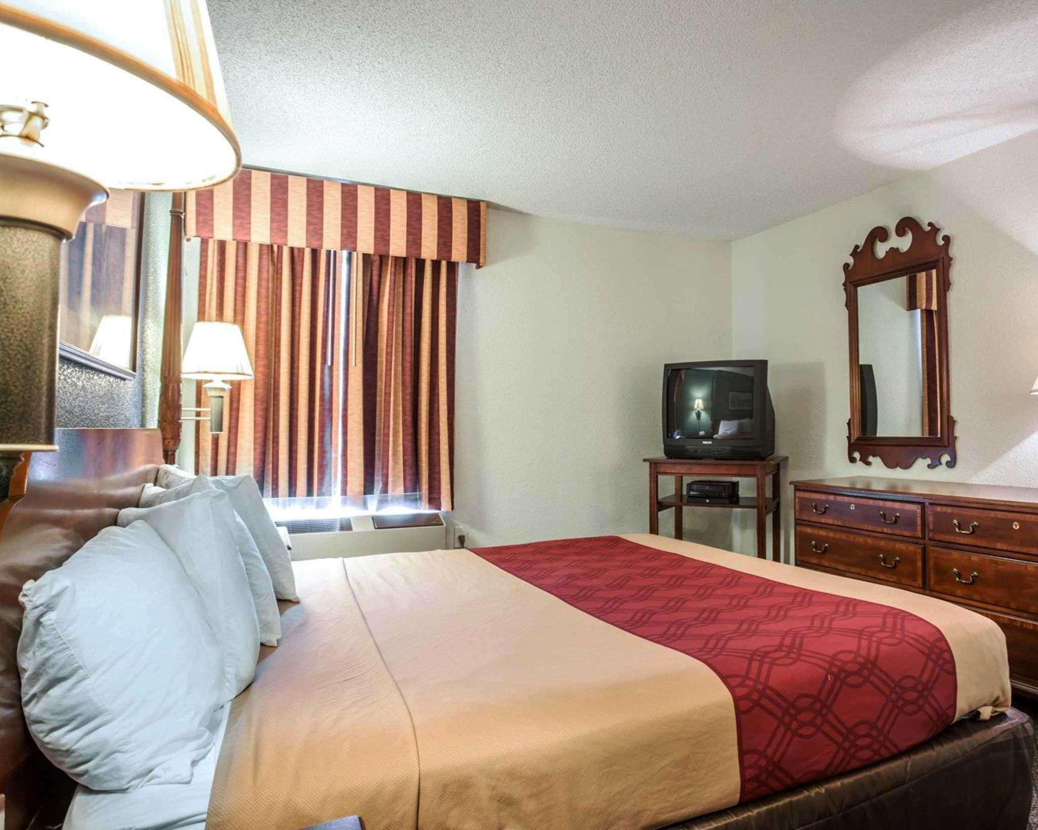 Econo Lodge & Suites Lake Norman image 22