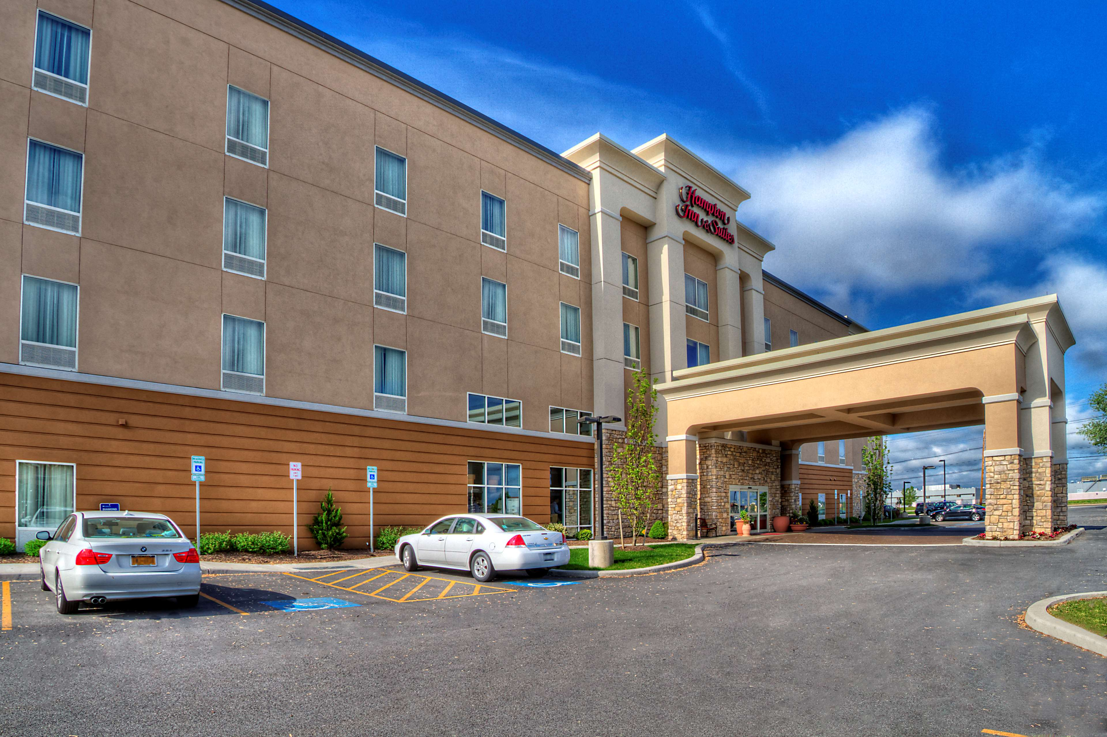 Hampton Inn & Suites Rochester/Henrietta image 1