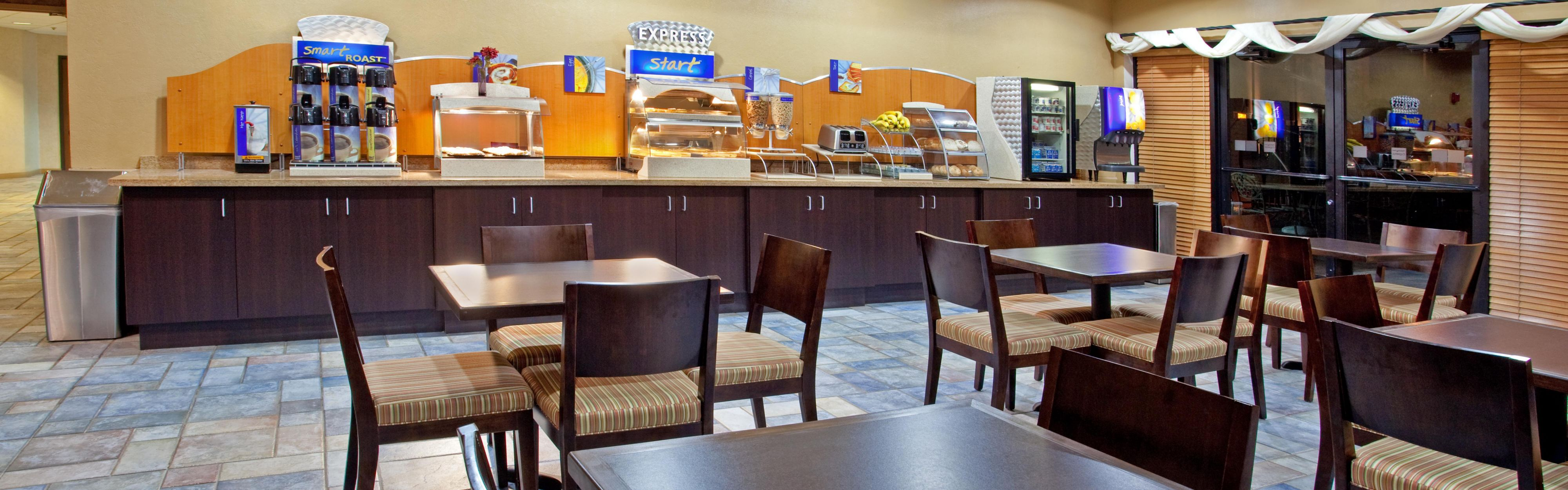 Holiday Inn Express & Suites Phoenix/Chandler (Ahwatukee) image 3