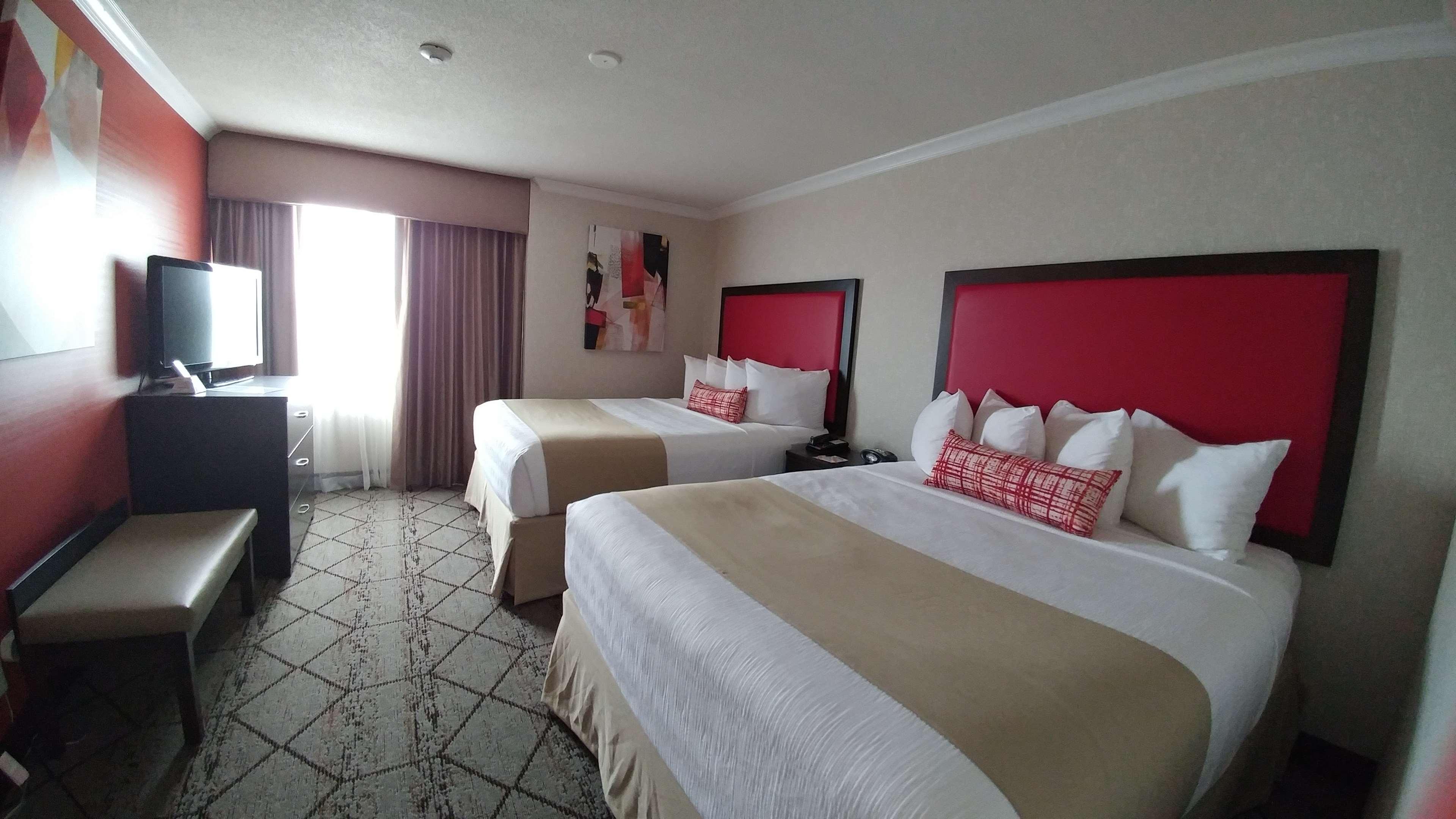 Best Western Plus Rose City Suites in Welland: 2 Queen beds