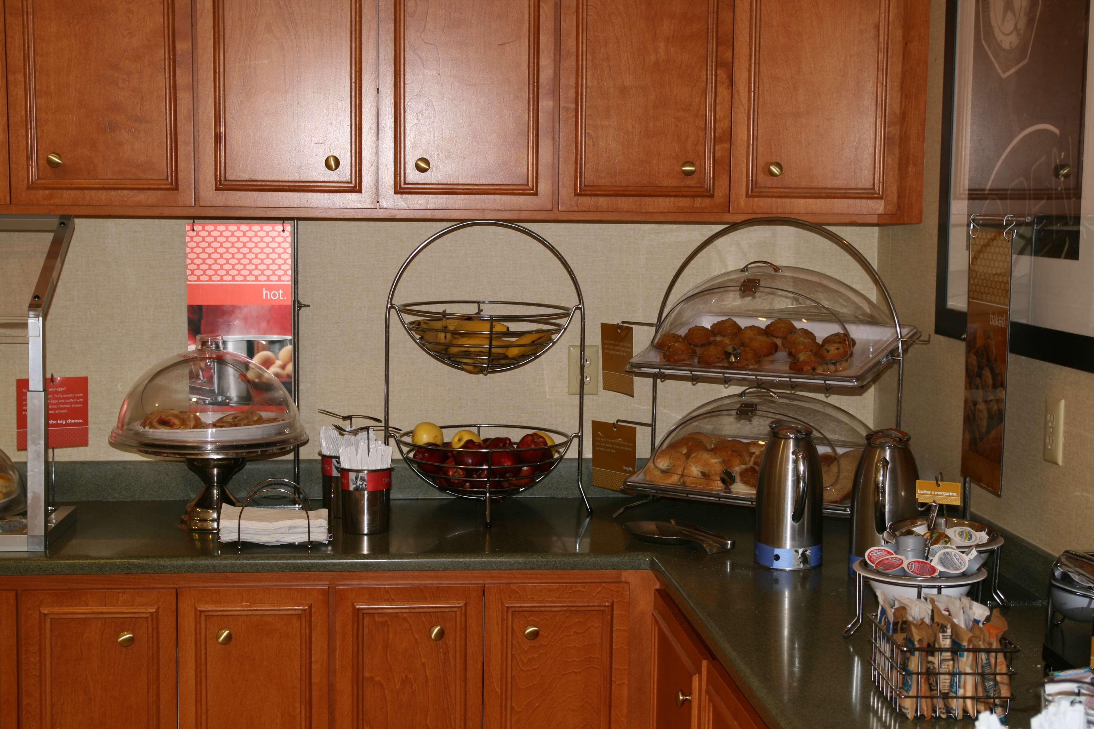 Hampton Inn & Suites Augusta West image 9
