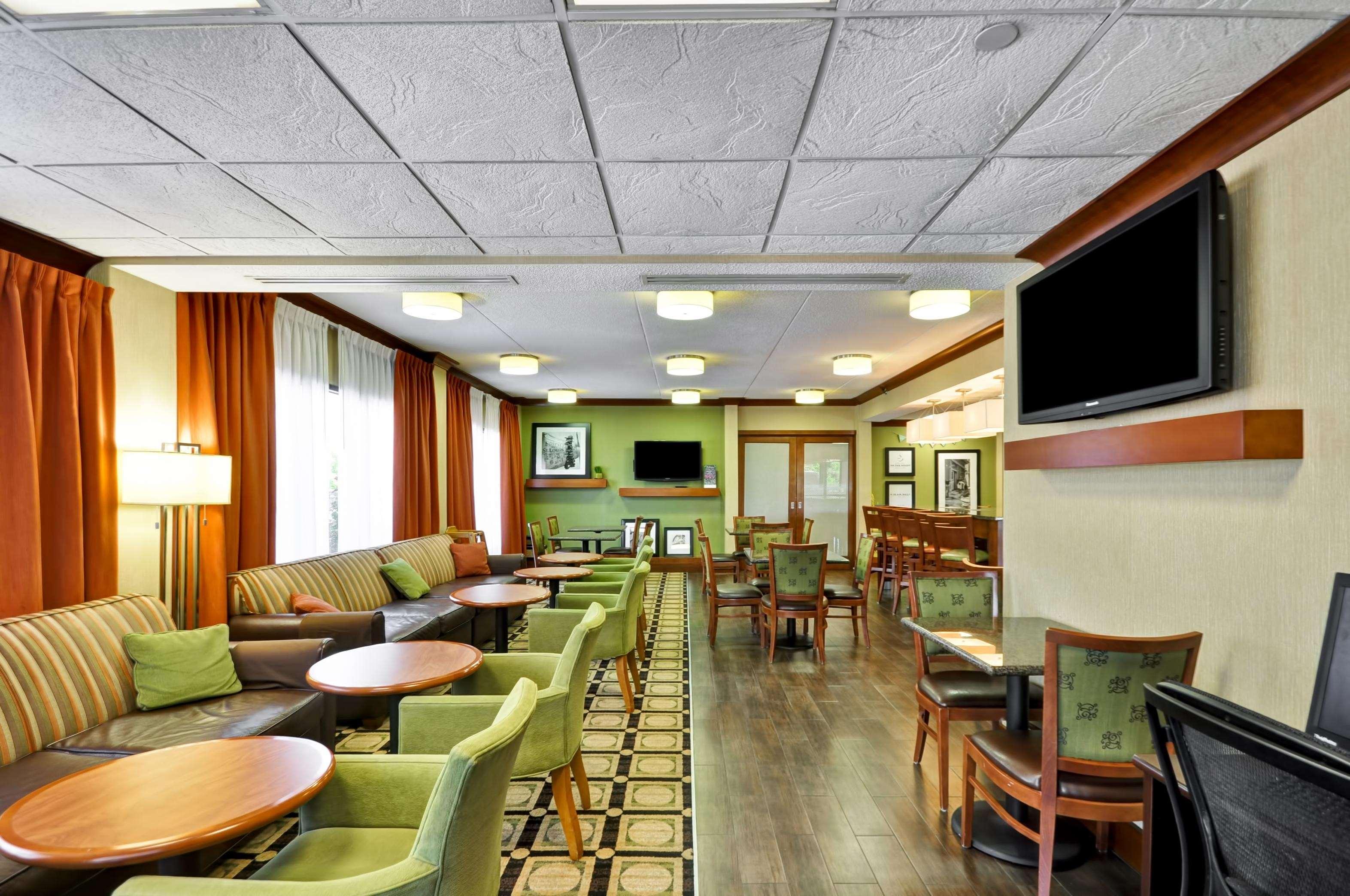 Hampton Inn St. Louis/Westport image 31
