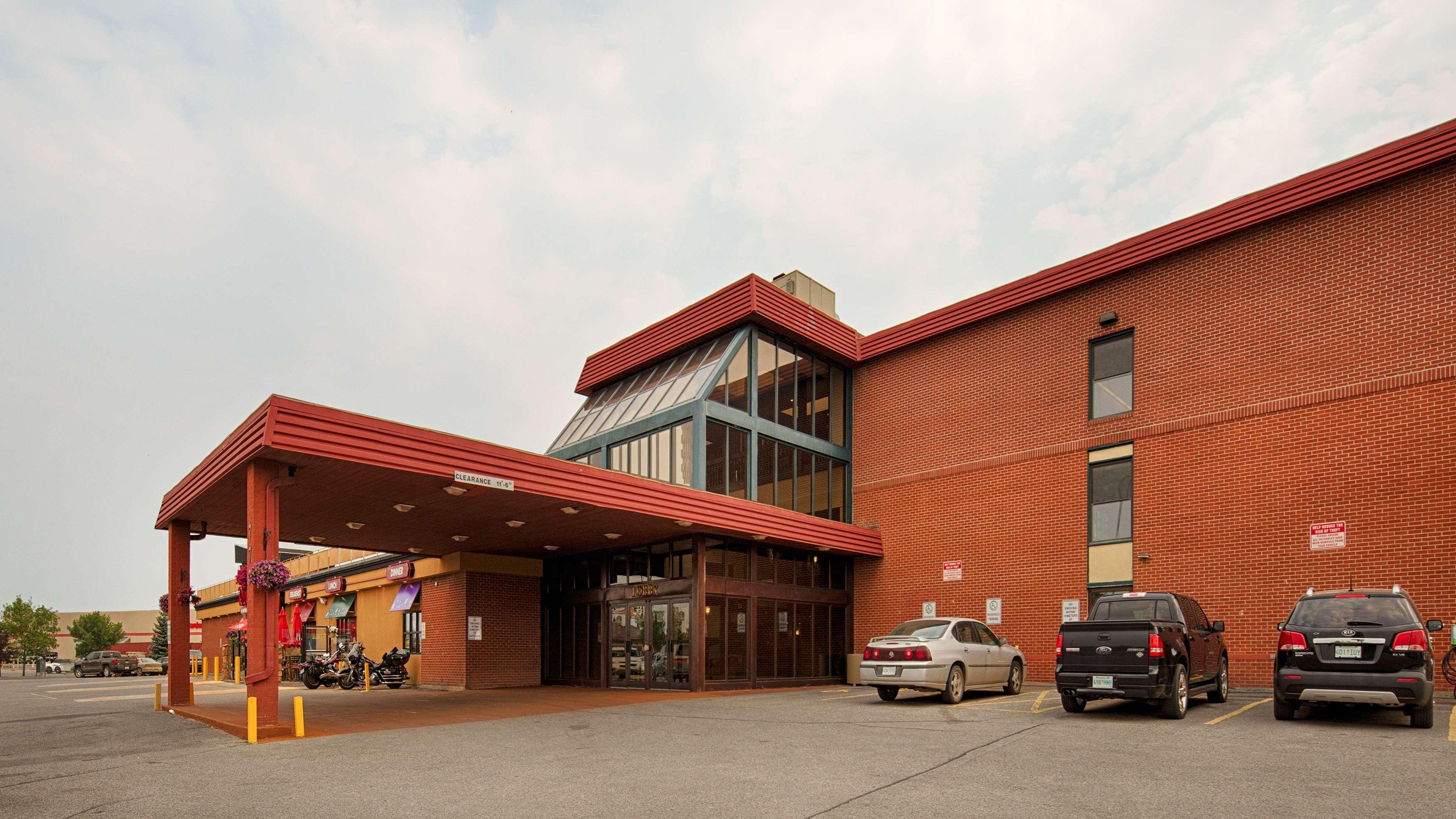 Best Western Seven Oaks Inn in Regina: Hotel Exterior