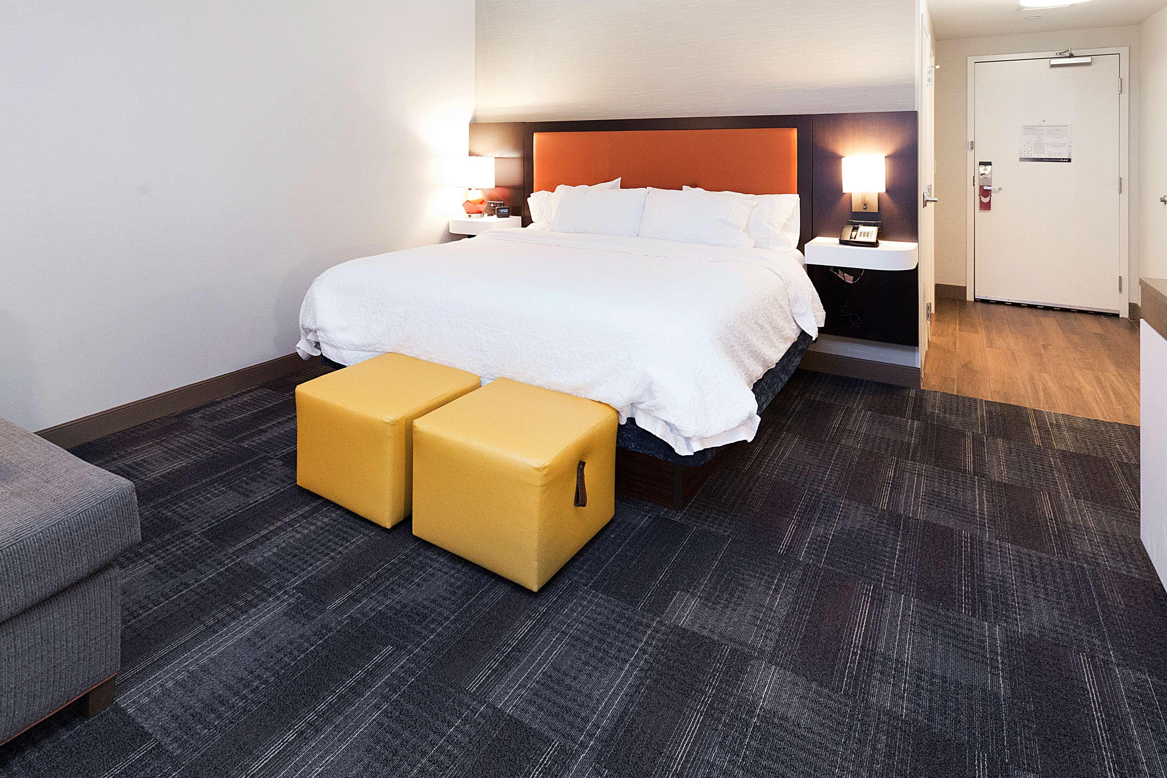 Hampton Inn & Suites Morgantown / University Town Centre image 17