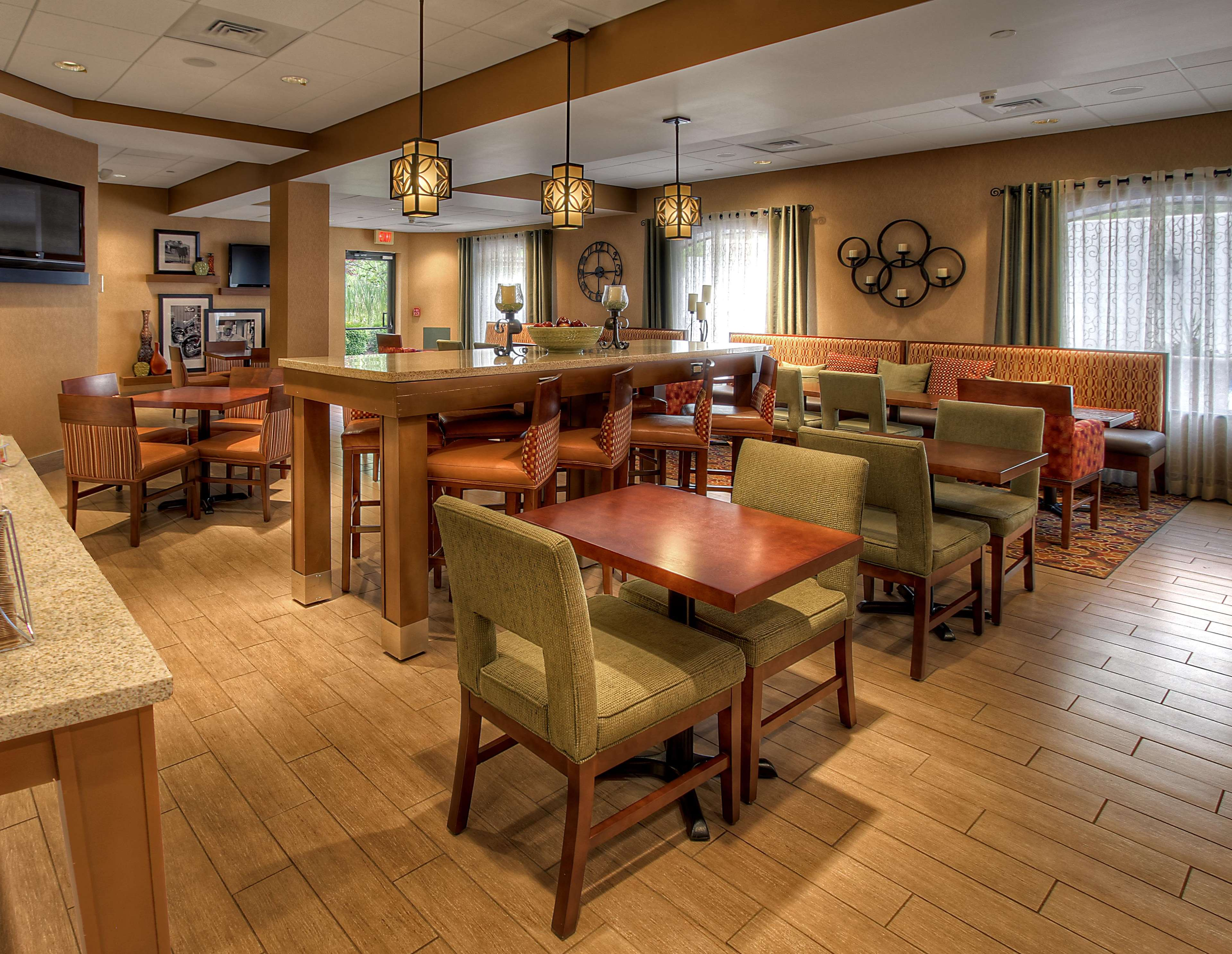 Hampton Inn Johnstown image 4