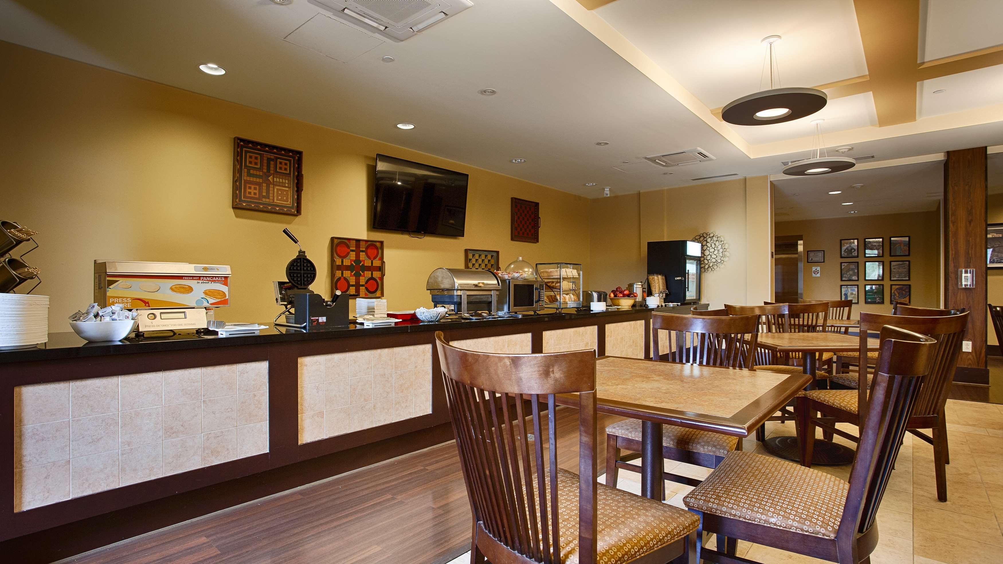 Best Western Plus University Park Inn & Suites image 24