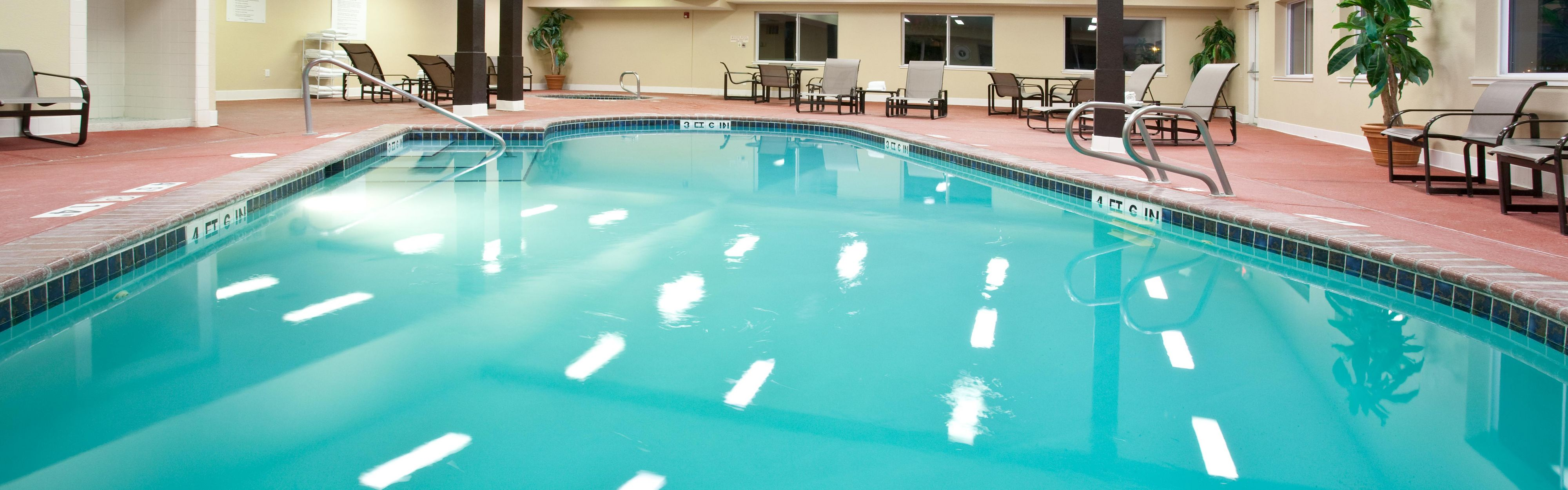 Holiday Inn Express & Suites Scottsbluff-Gering image 2