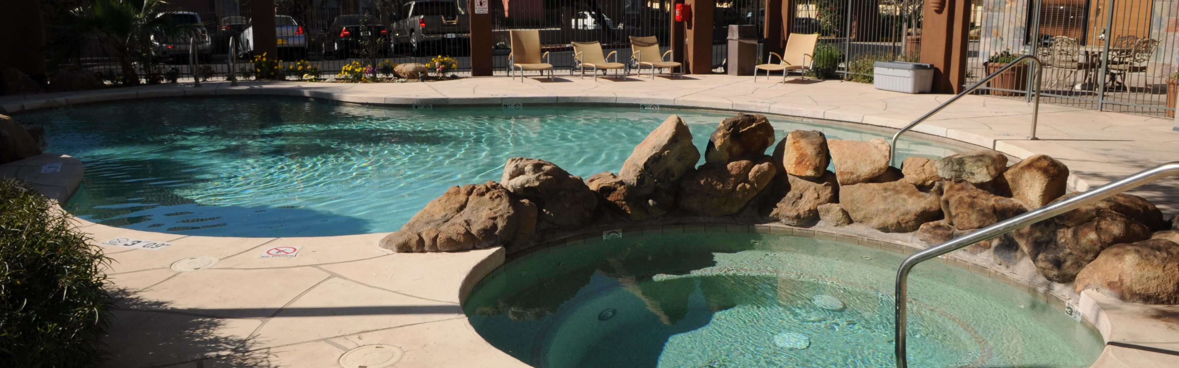Holiday Inn Express & Suites Phoenix/Chandler (Ahwatukee) image 2