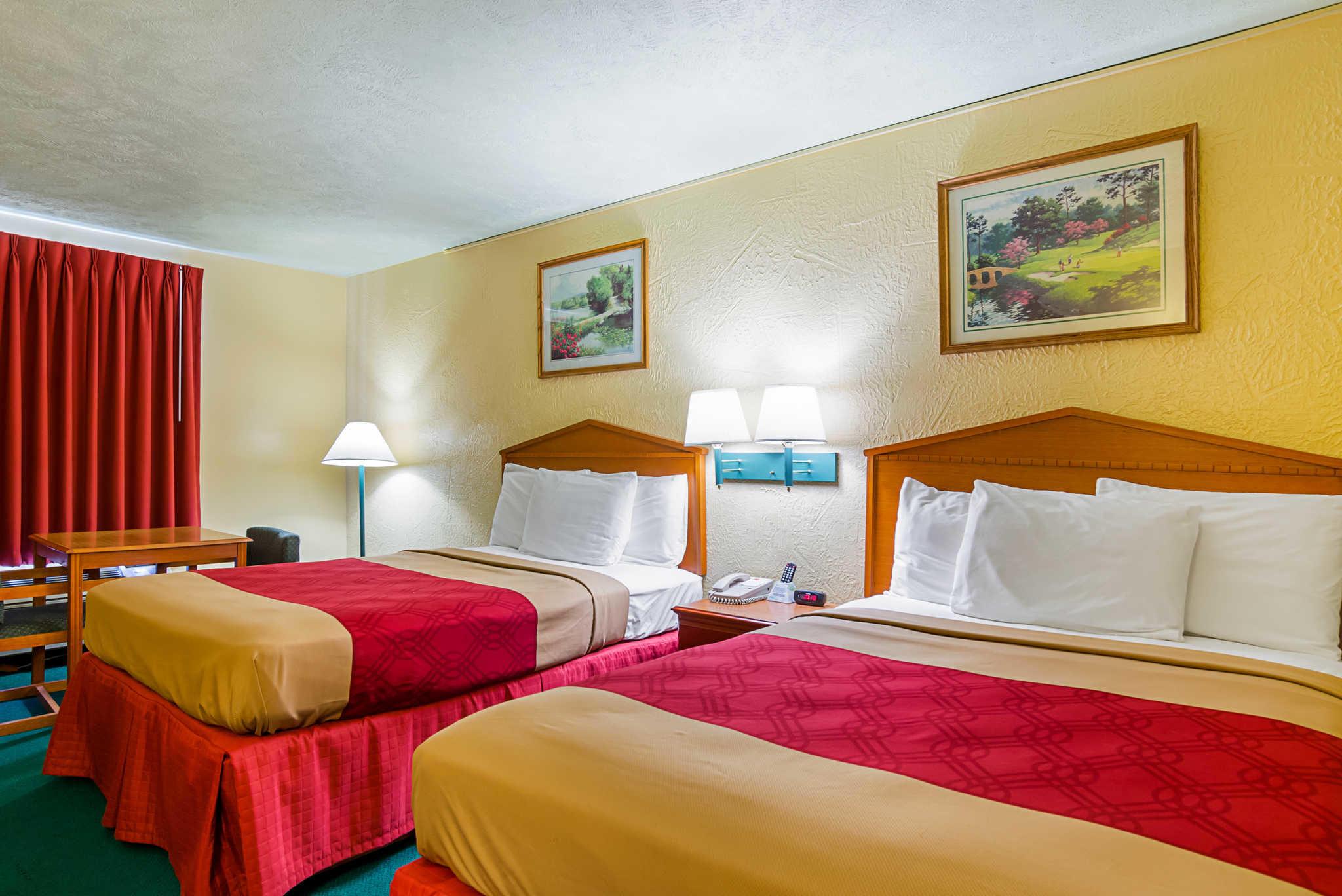 Econo Lodge Lansing - Leavenworth image 15