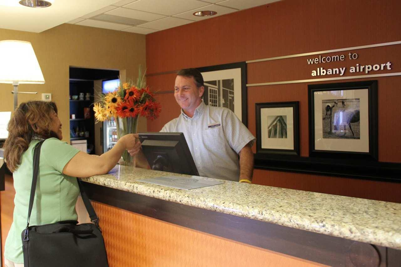 Hampton Inn & Suites Albany-Airport image 2