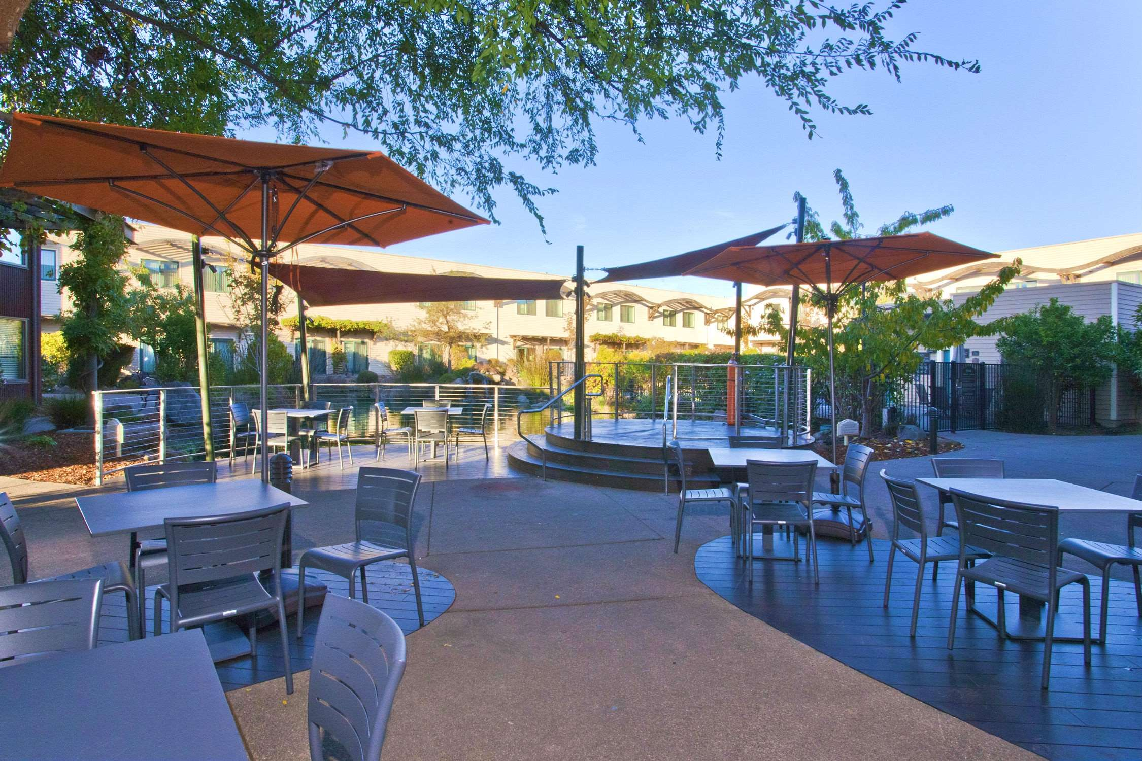DoubleTree by Hilton Hotel & Spa Napa Valley - American Canyon image 4