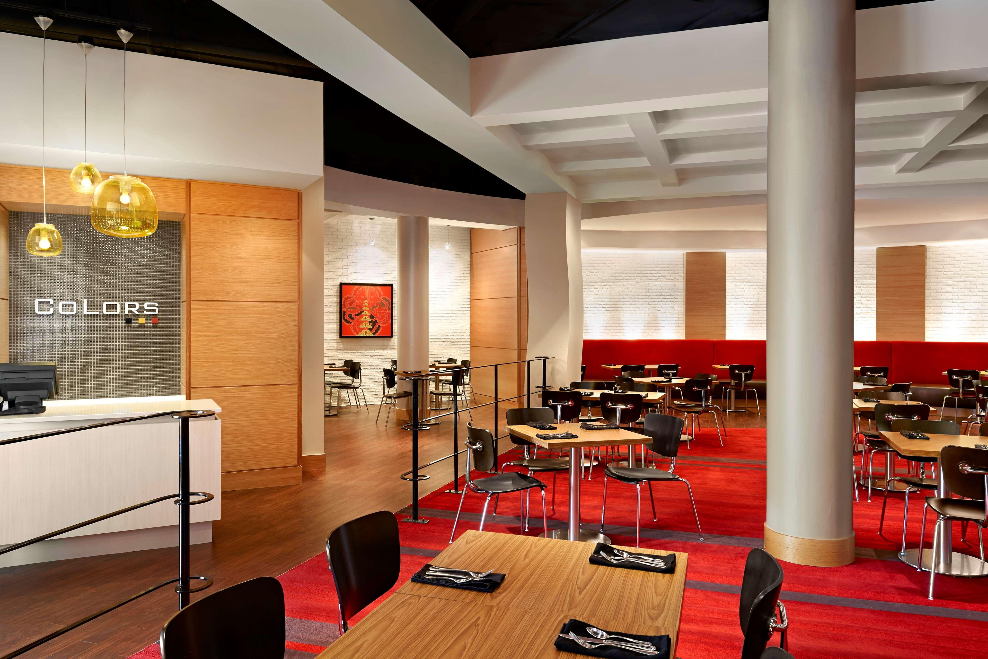 Sheraton Cavalier Calgary Hotel in Calgary: Color's Bistro