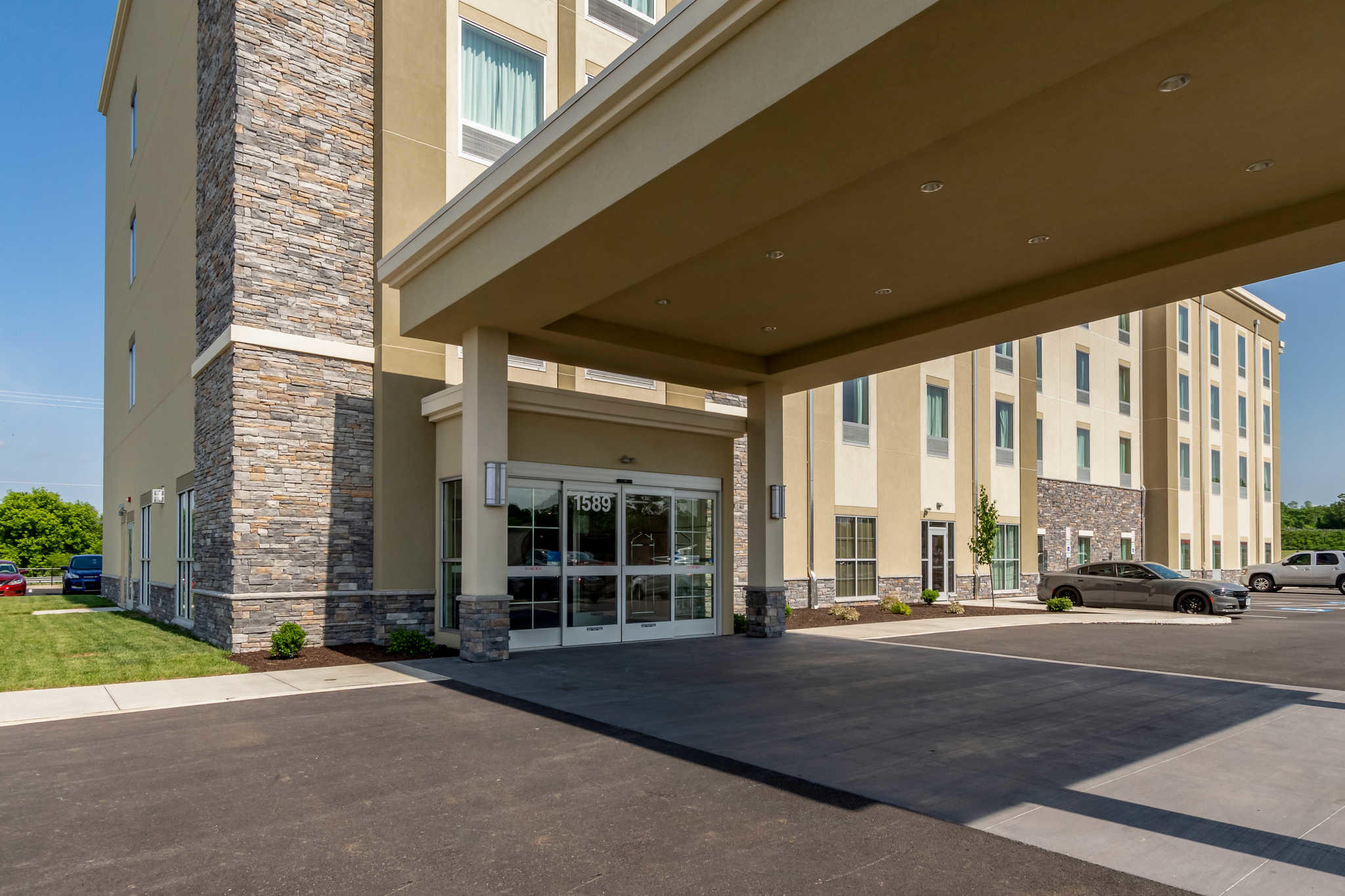 Comfort Inn & Suites - Harrisburg Airport - Hershey South image 3