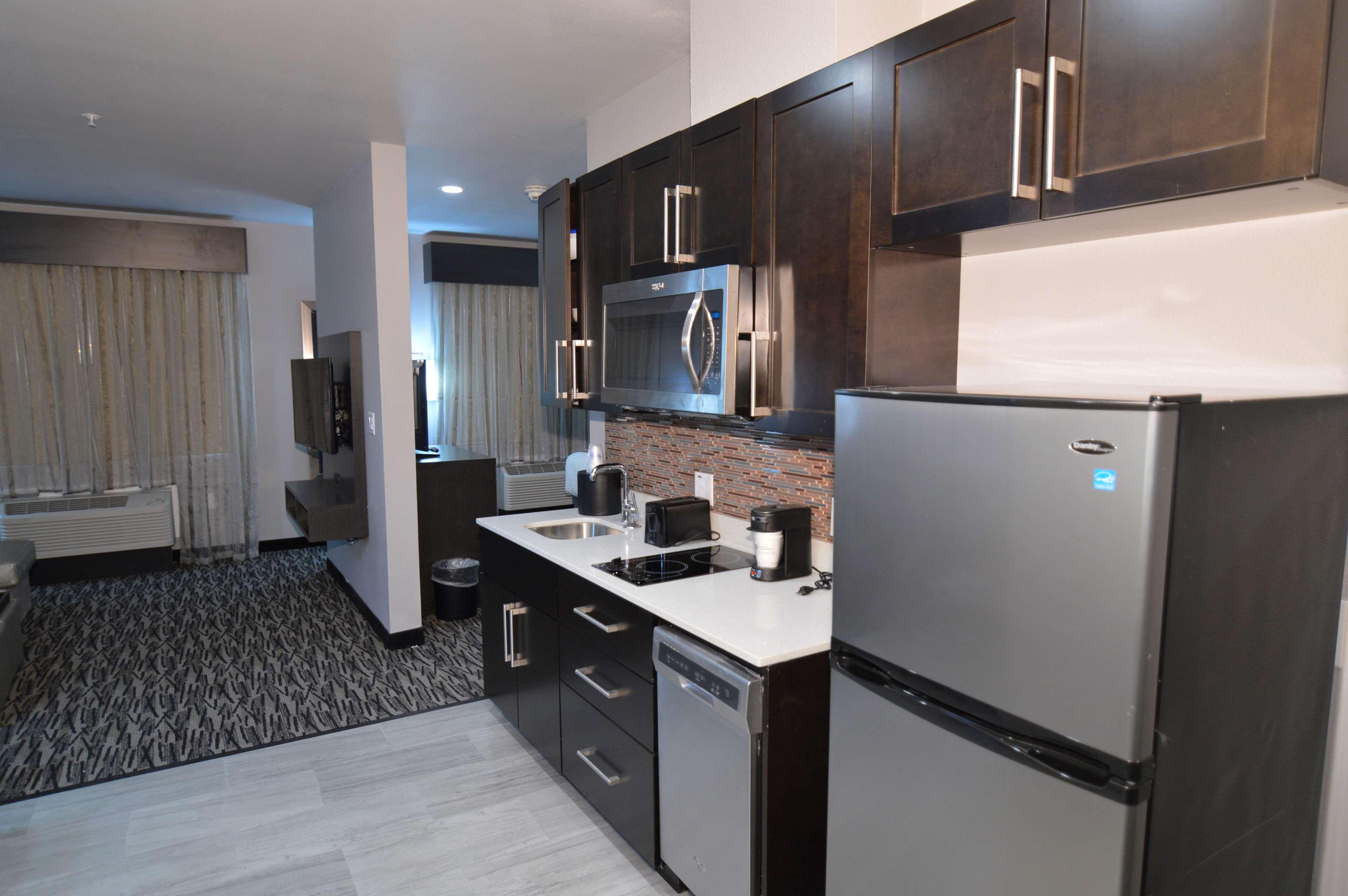 Best Western Plus Executive Residency Baytown image 24