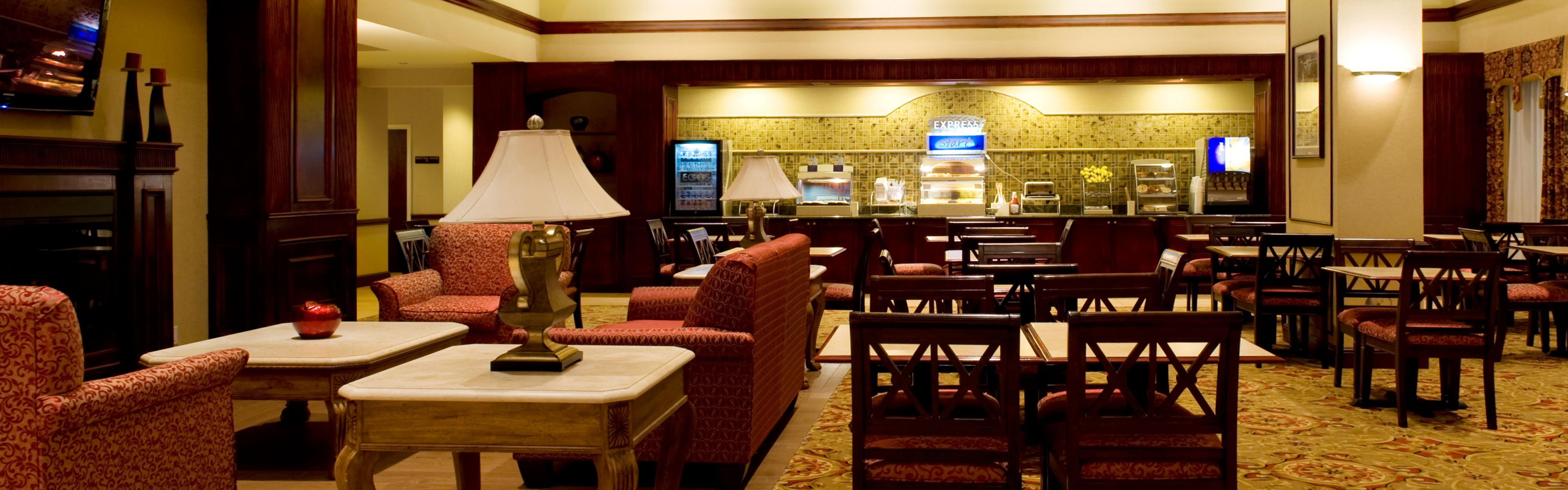 Holiday Inn Express & Suites Dallas Ft. Worth Airport South image 3