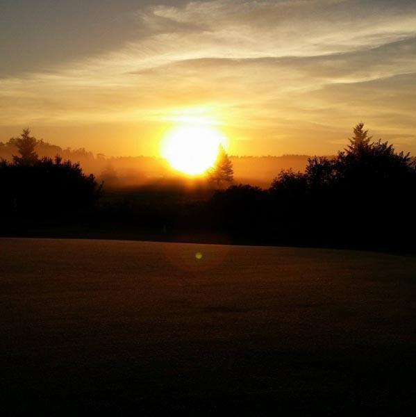 Golf on the Edge image 6
