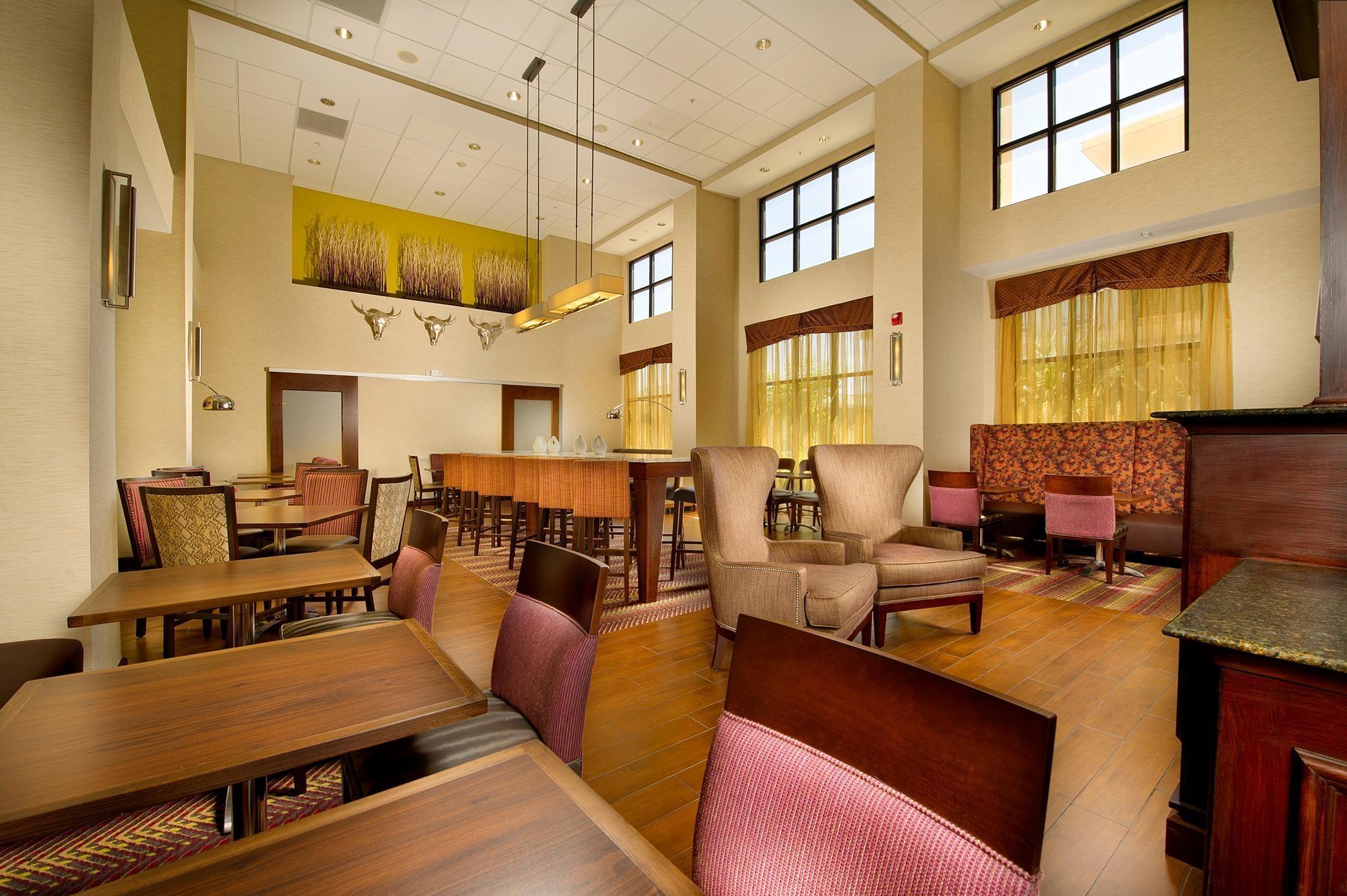 Hampton Inn & Suites San Antonio-Airport image 2