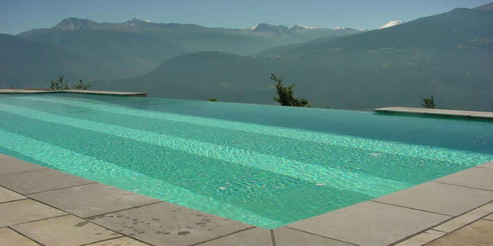 Haus garten schwimmbad sauna in martigny infobel for Accessoire piscine 68